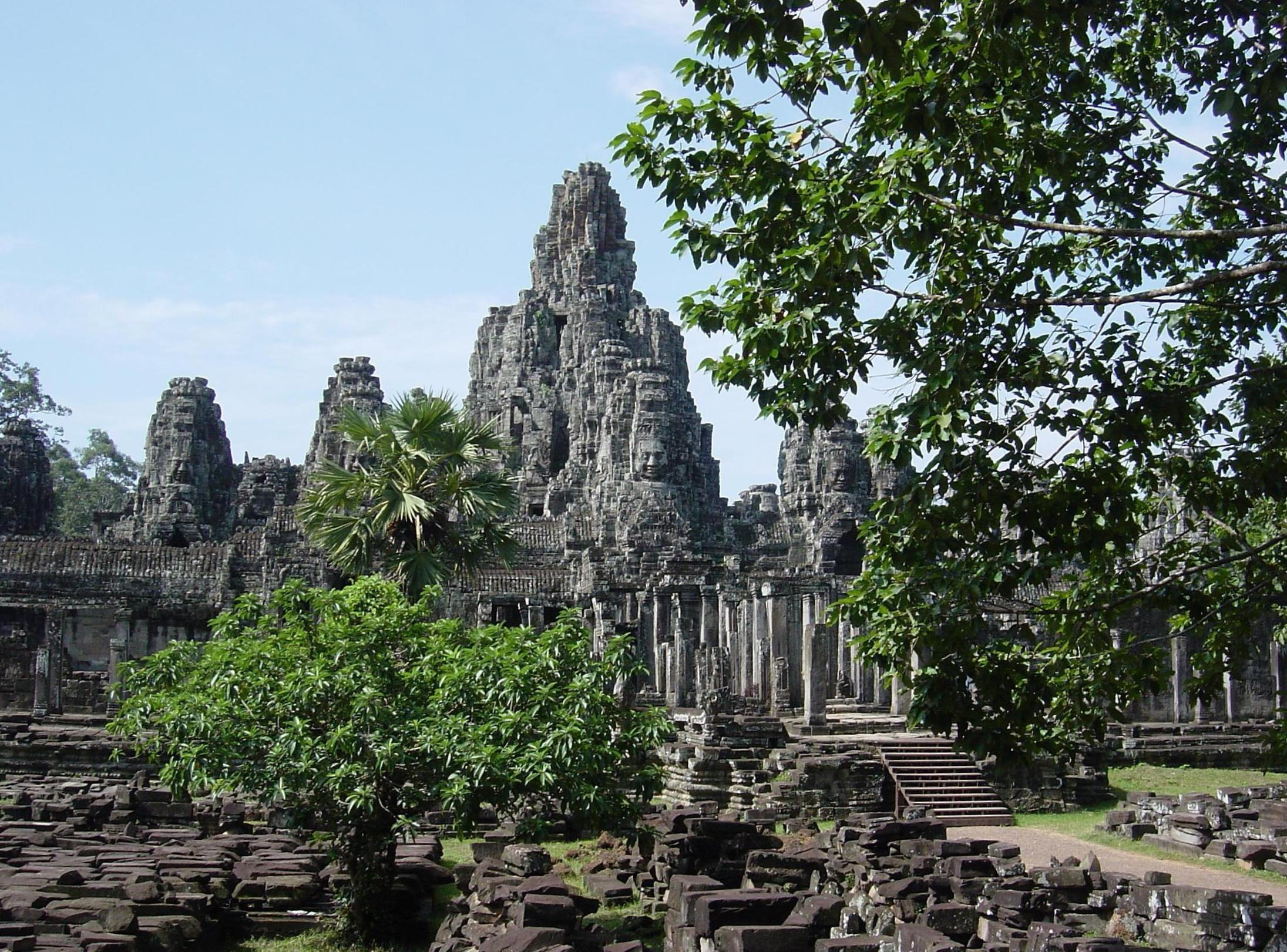 http://upload.wikimedia.org/wikipedia/commons/5/5f/Bayon-temple.JPG