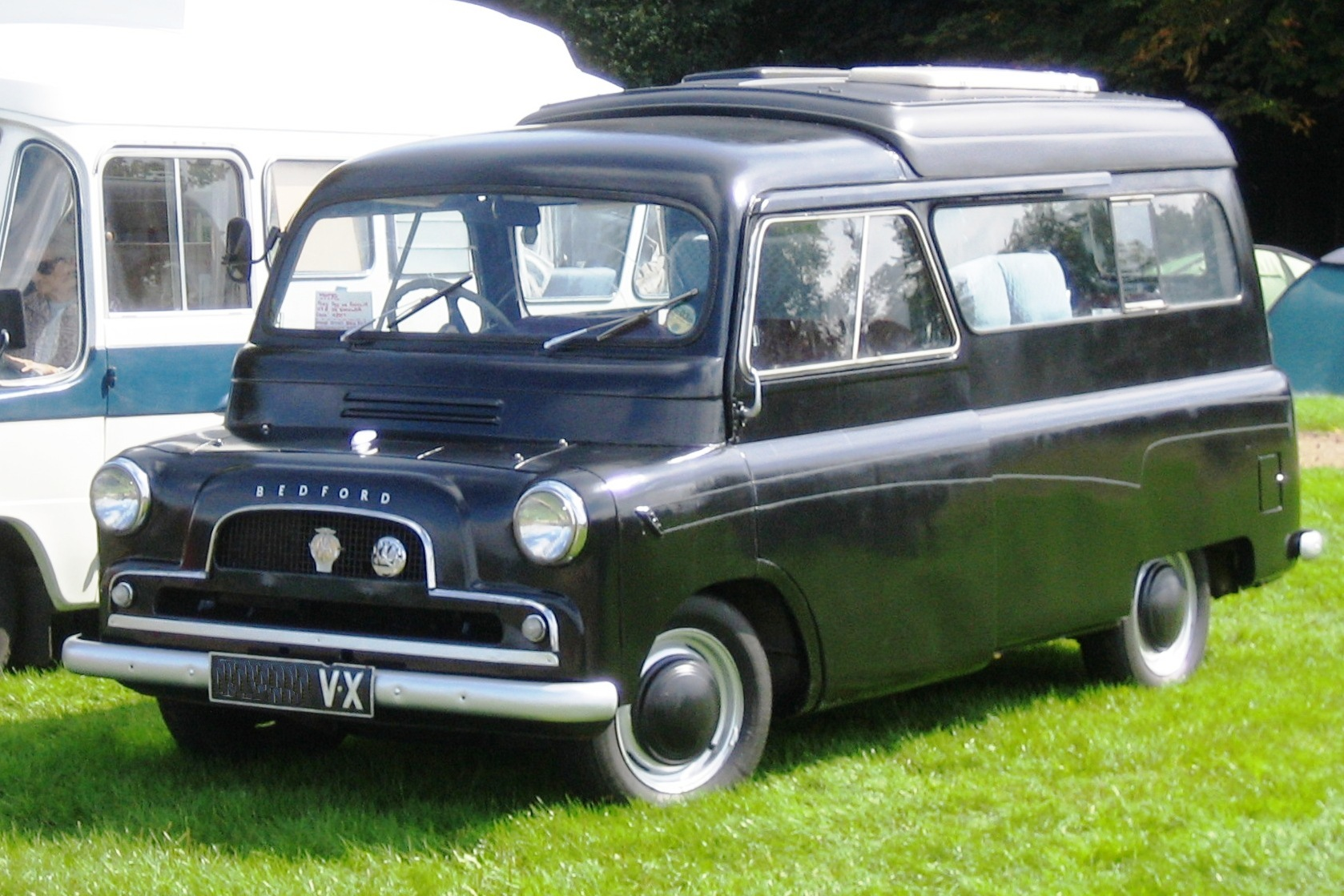 File:Bedford CA discretely Dormobile ca 1960.jpg ...