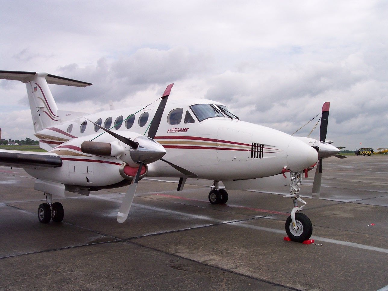 plane propeller for sale with File Beechcraft Super King Air B200 Vr on Default likewise Airplane Models Txl furthermore Cessna 195 in addition Ces Drone Autonome Capable De Transporter Une Personne 7816 together with Saab 340 Turboprop.