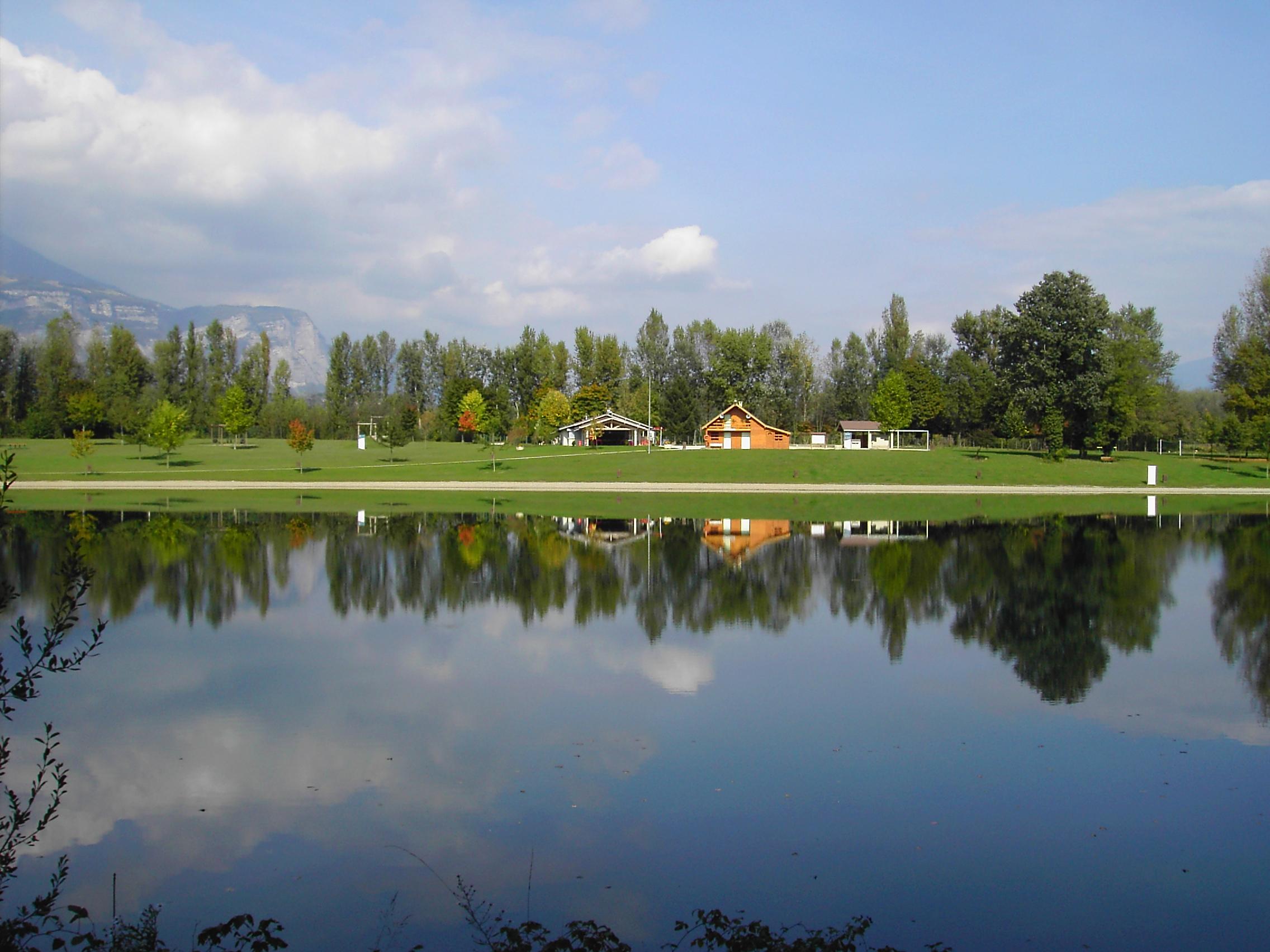 File:Bois francais - Grenoble.jpg - Wikimedia Commons