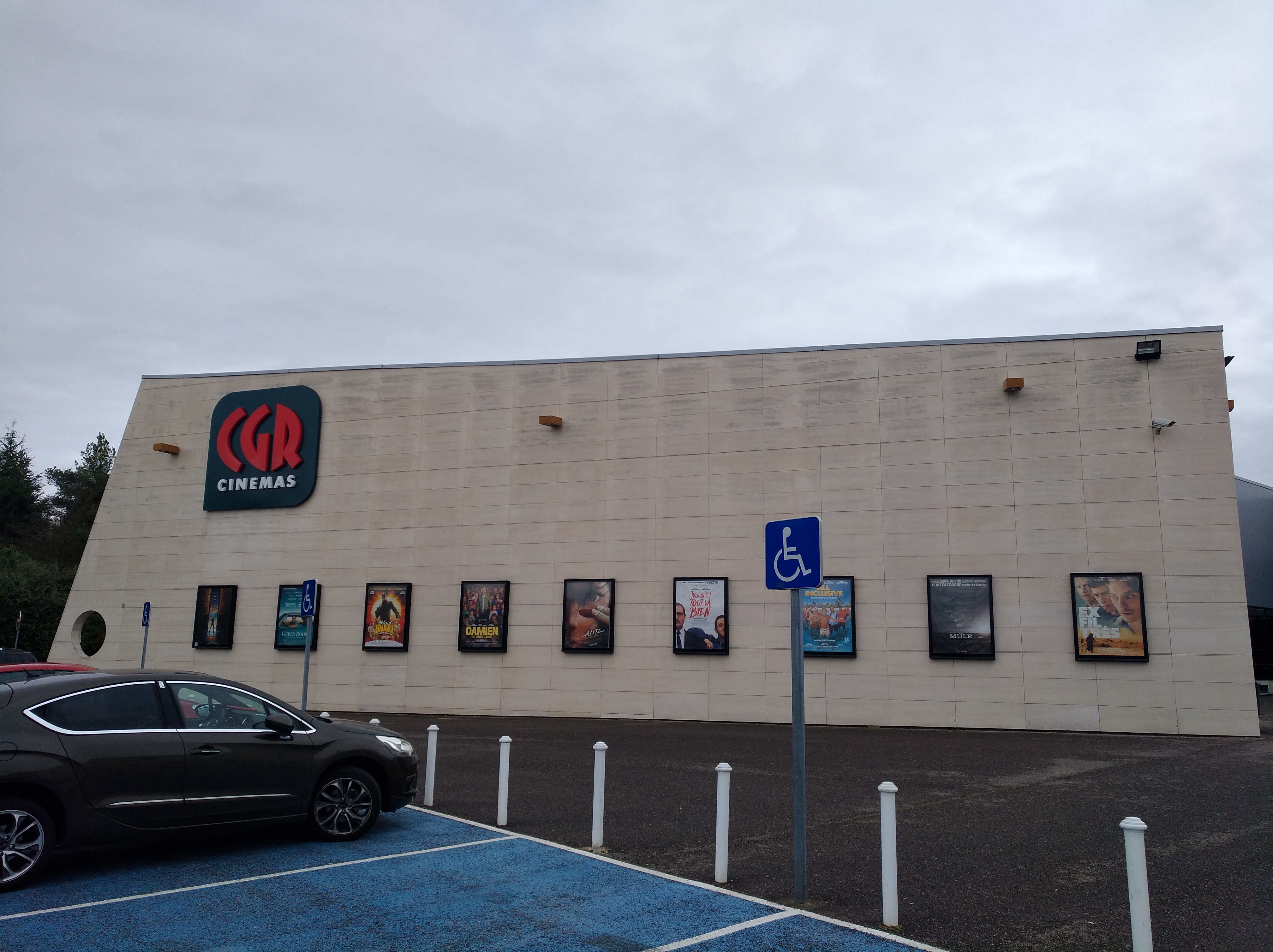 File:Brignais - Cinéma CGR 9 (mars 2099).jpg - Wikimedia Commons