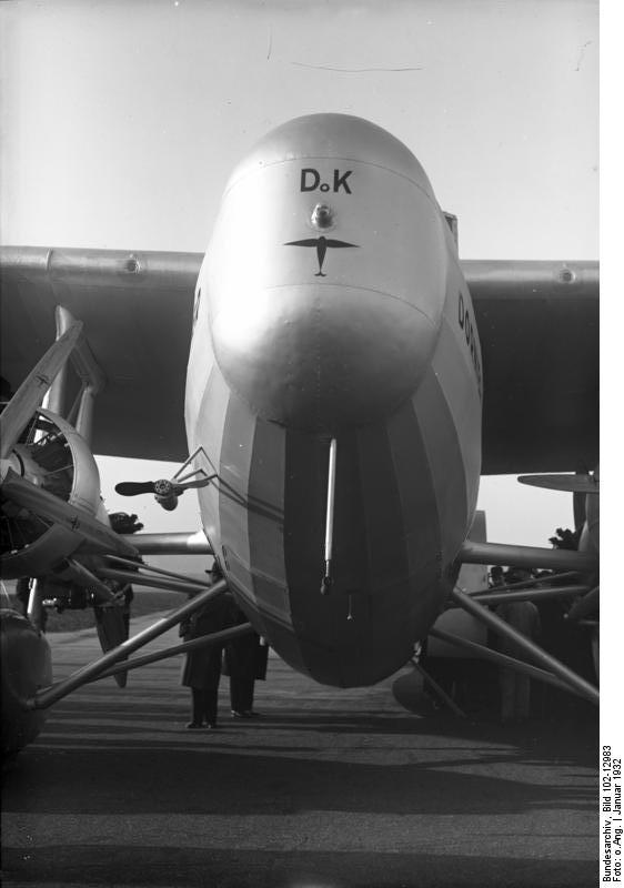 http://upload.wikimedia.org/wikipedia/commons/5/5f/Bundesarchiv_Bild_102-12983,_Berlin,_Gro%C3%9Fflugzeug_%22Do_K%22.jpg