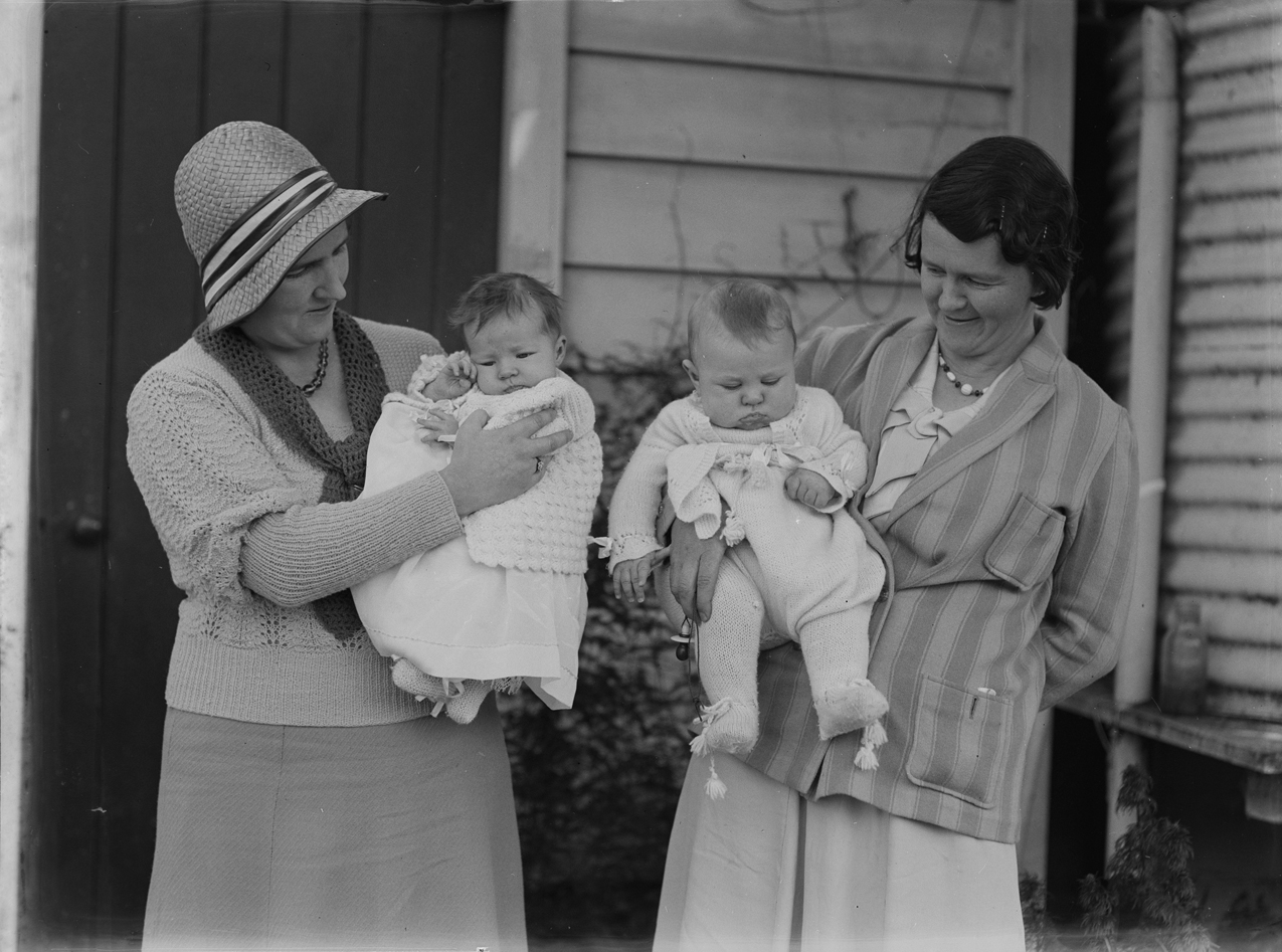 File:Composition of two women and two babies (AM 79294-1).