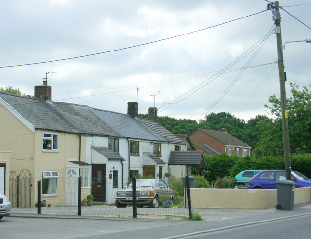 Cottages at Yarnbrook - geograph.org.uk - 834650