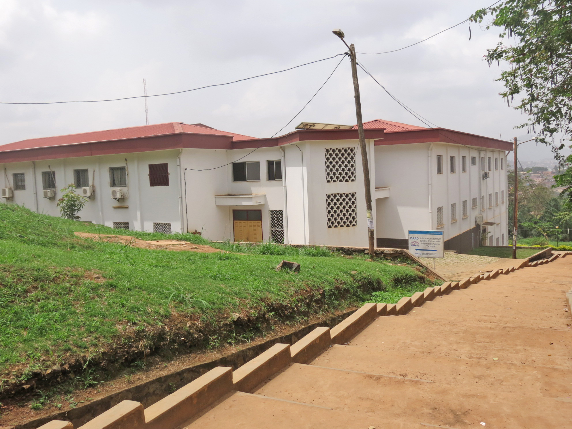 File:daad offices in yaoundé on ngoa ekelle campus 2014.jpg