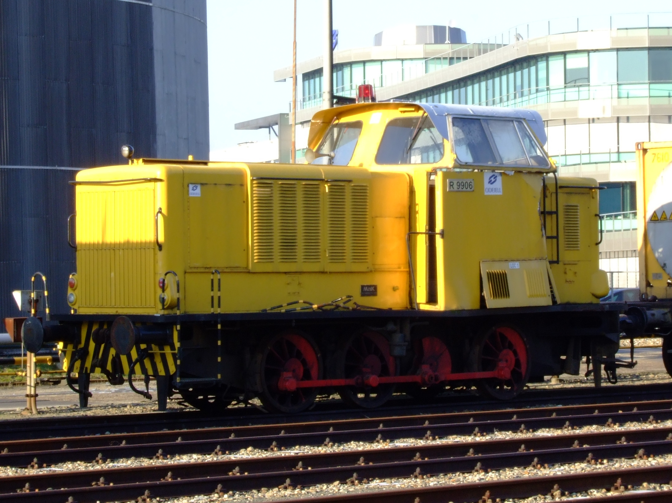 file diesel locomotive r9905 loc 1 at odfjell terminal europoort rotterdam holland pic1 jpg. Black Bedroom Furniture Sets. Home Design Ideas