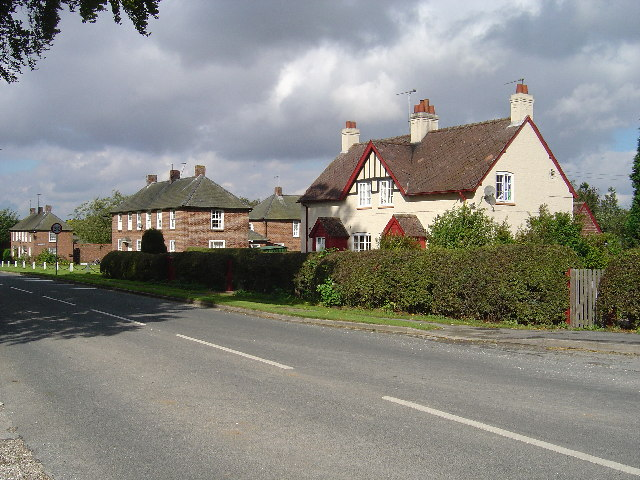 Estate houses at Sledmere - geograph.org.uk - 57543
