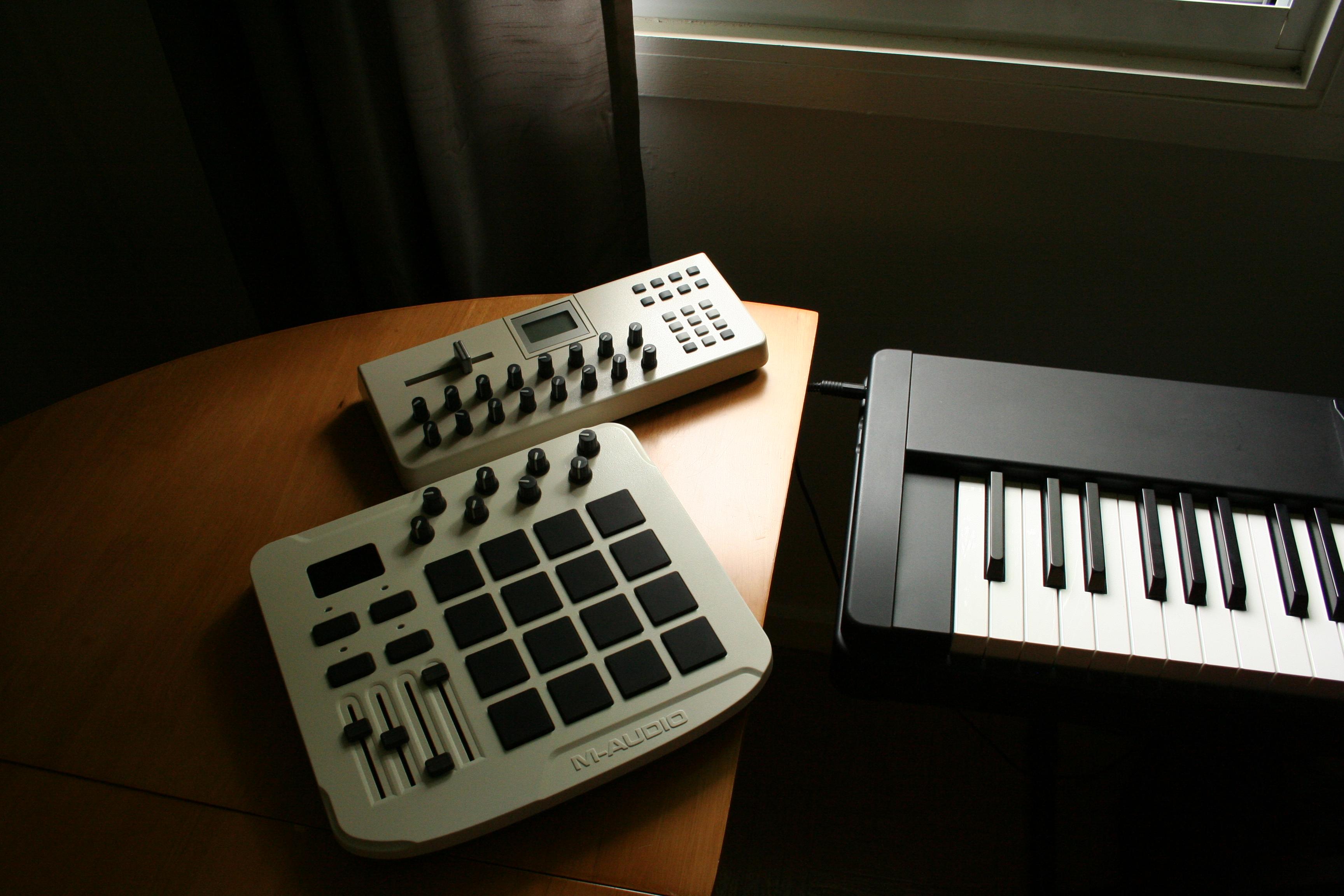 File:Evolution UC-17 X-Session & M-Audio Trigger Finger jpg