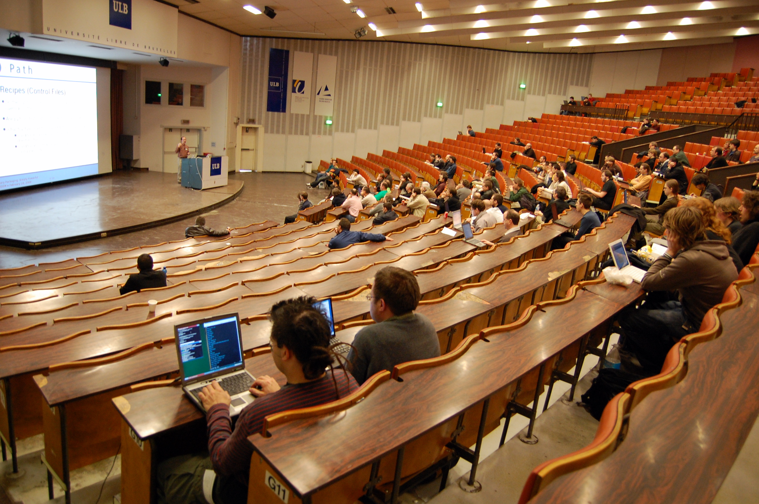 File:FOSDEM 2008 Main lecture theatre.jpg - Wikimedia Commons