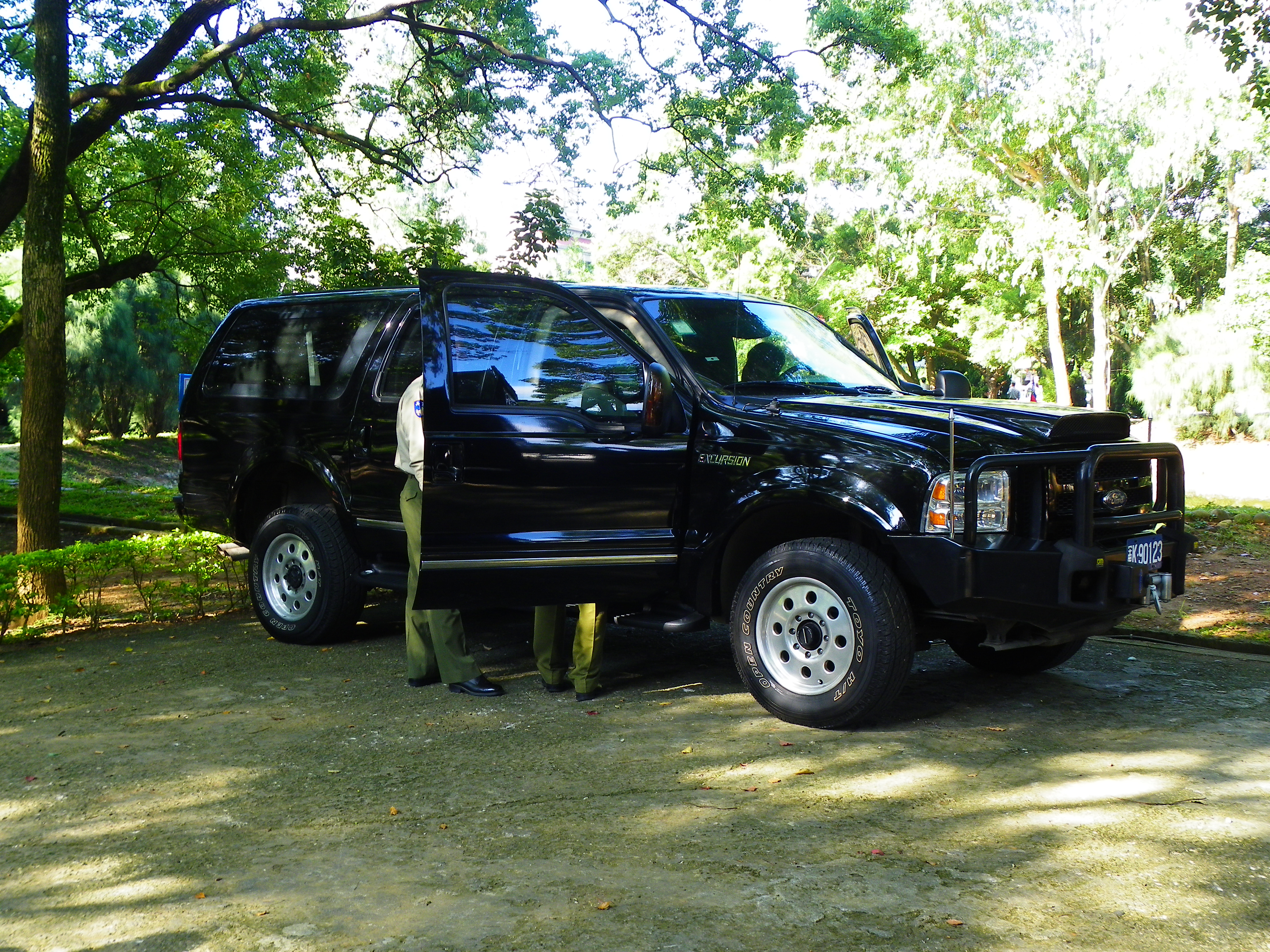 FileFord Excursion limited Armored Car of ROC Military Police in