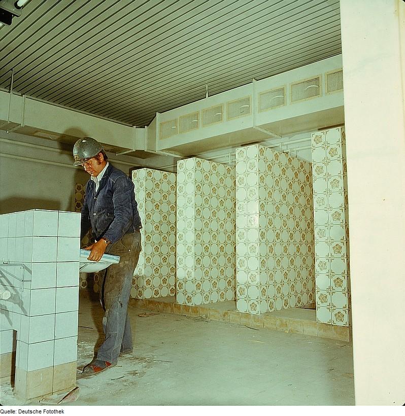 file fotothek df n 22 0000399 installateur gas wasser wikimedia commons. Black Bedroom Furniture Sets. Home Design Ideas