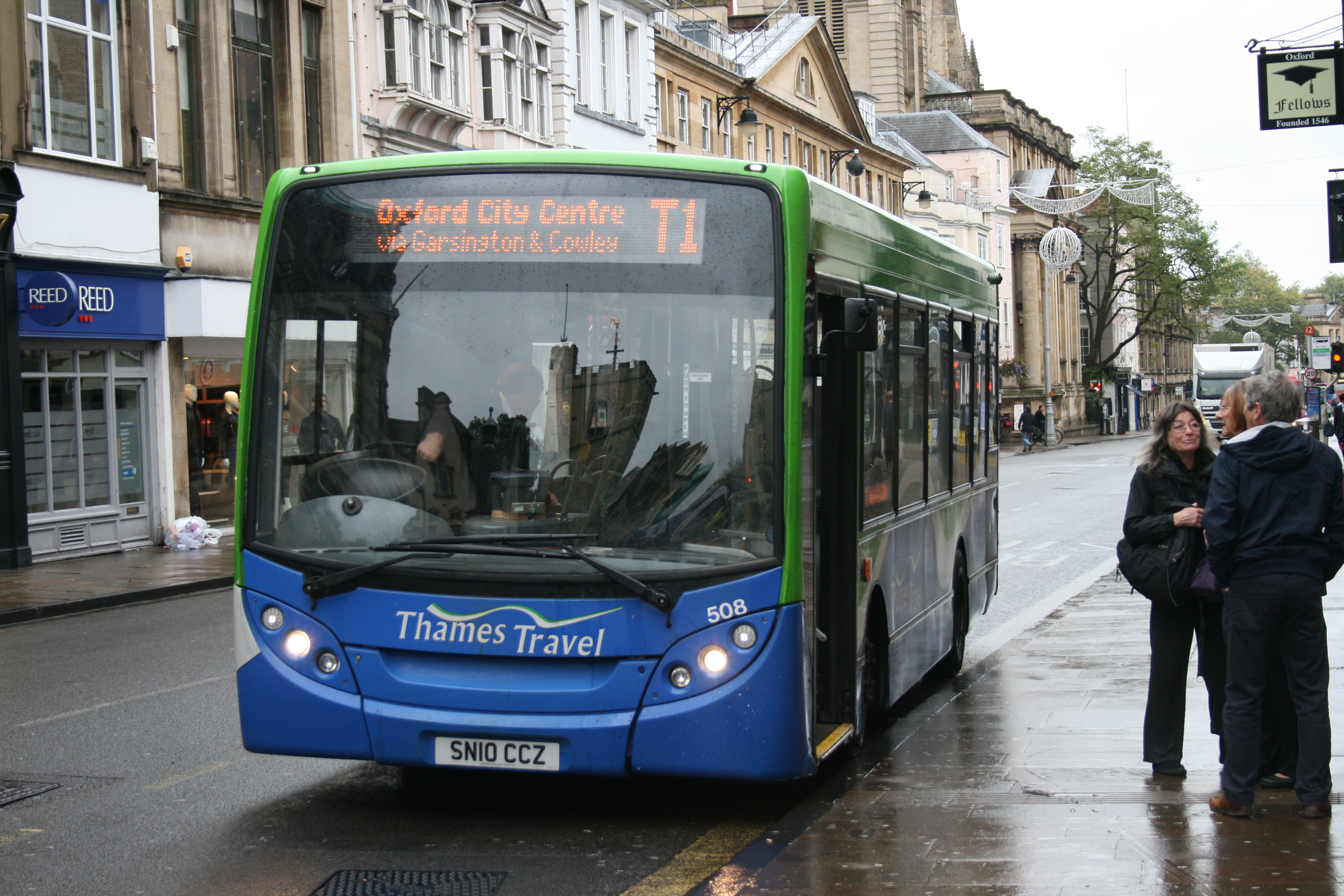 file:go-ahead thames travel 508 on route t1, oxford high street