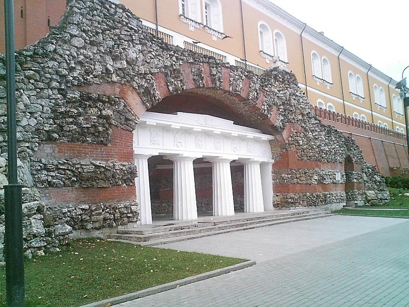 Description grotto at alexander garden moscow russia