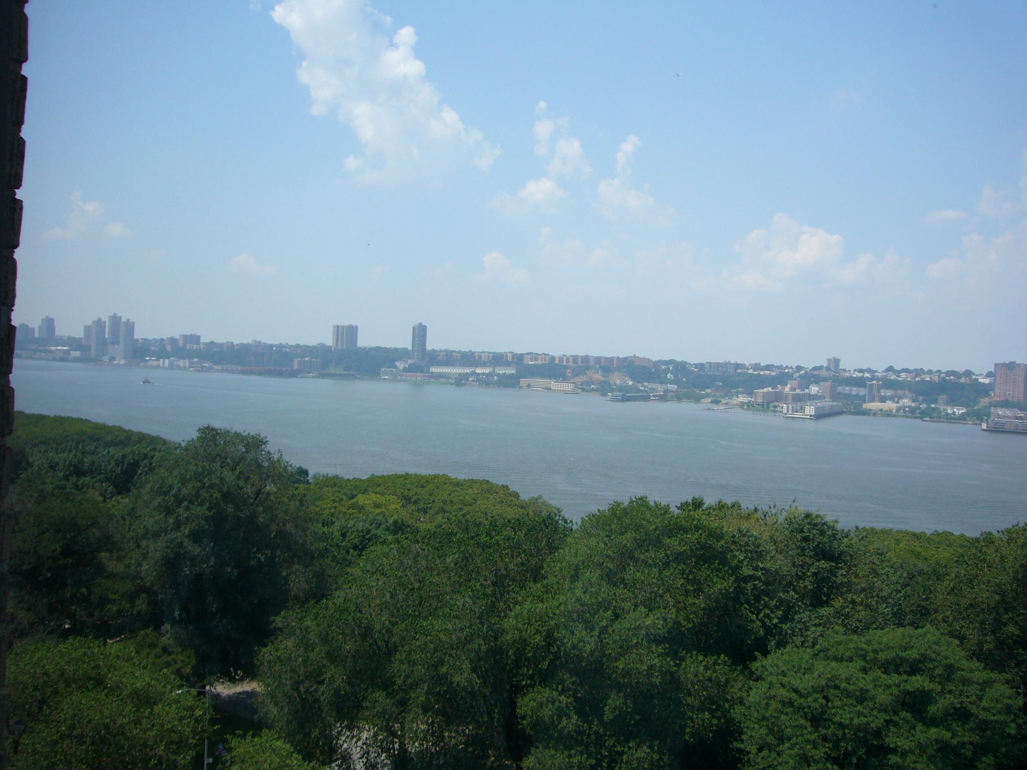 external image Hudson_river.JPG