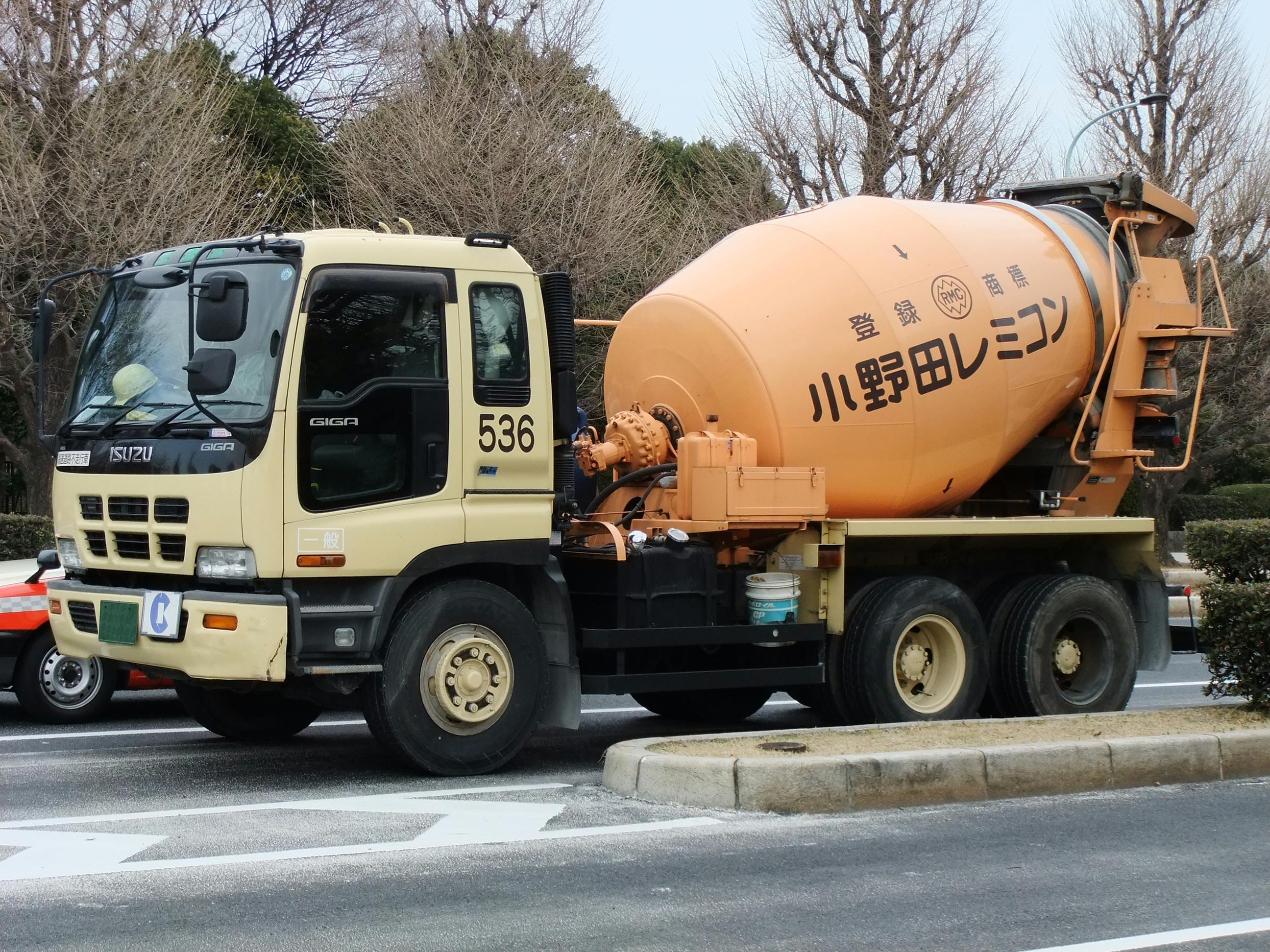 file isuzu giga cement mixer truck jpg wikimedia commons