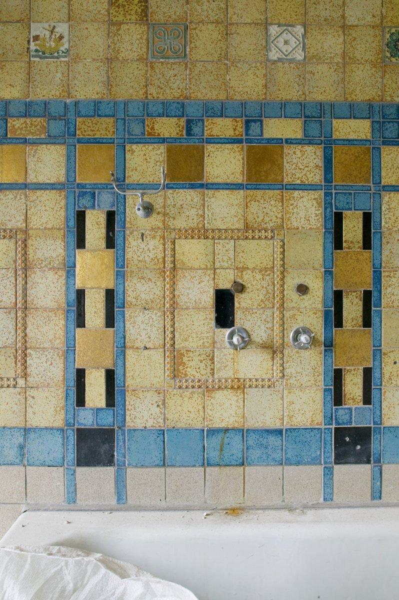 File Interieur Badkamer Op De Eerste Verdieping Betegeling In Art Deco Motief Rotterdam