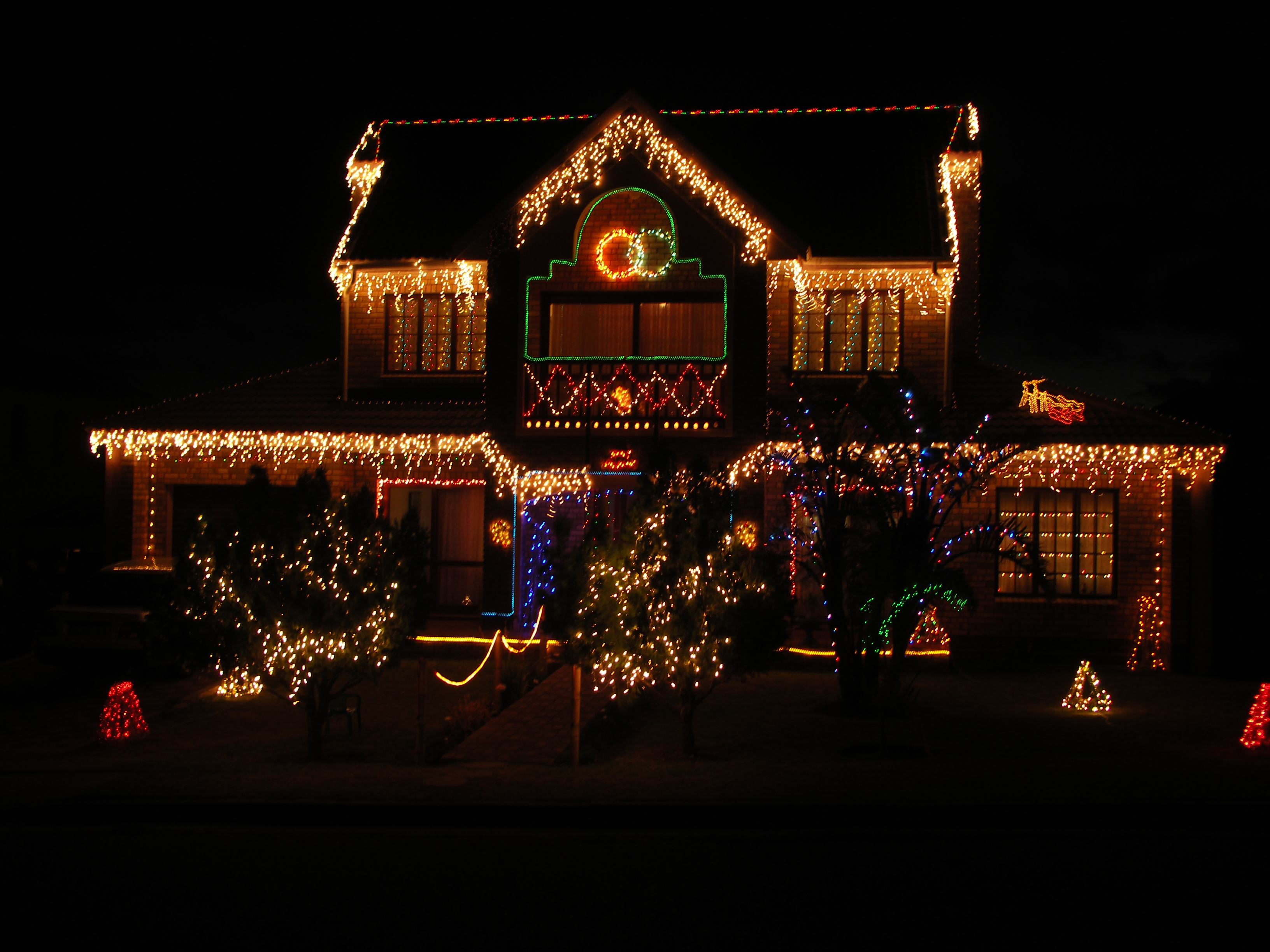 File jeffreys bay christmas house wikimedia commons for Exterior xmas lighting ideas