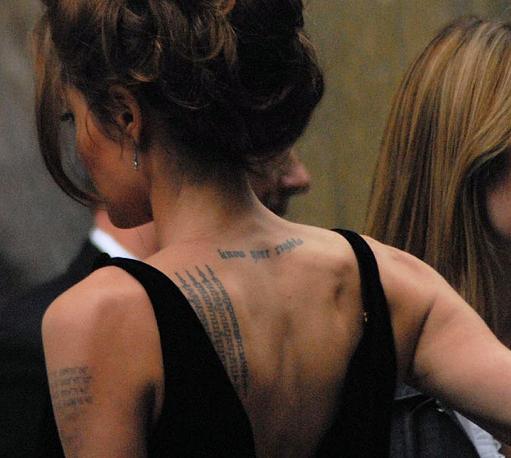 Татуировки на спине Анджелины Джоли
