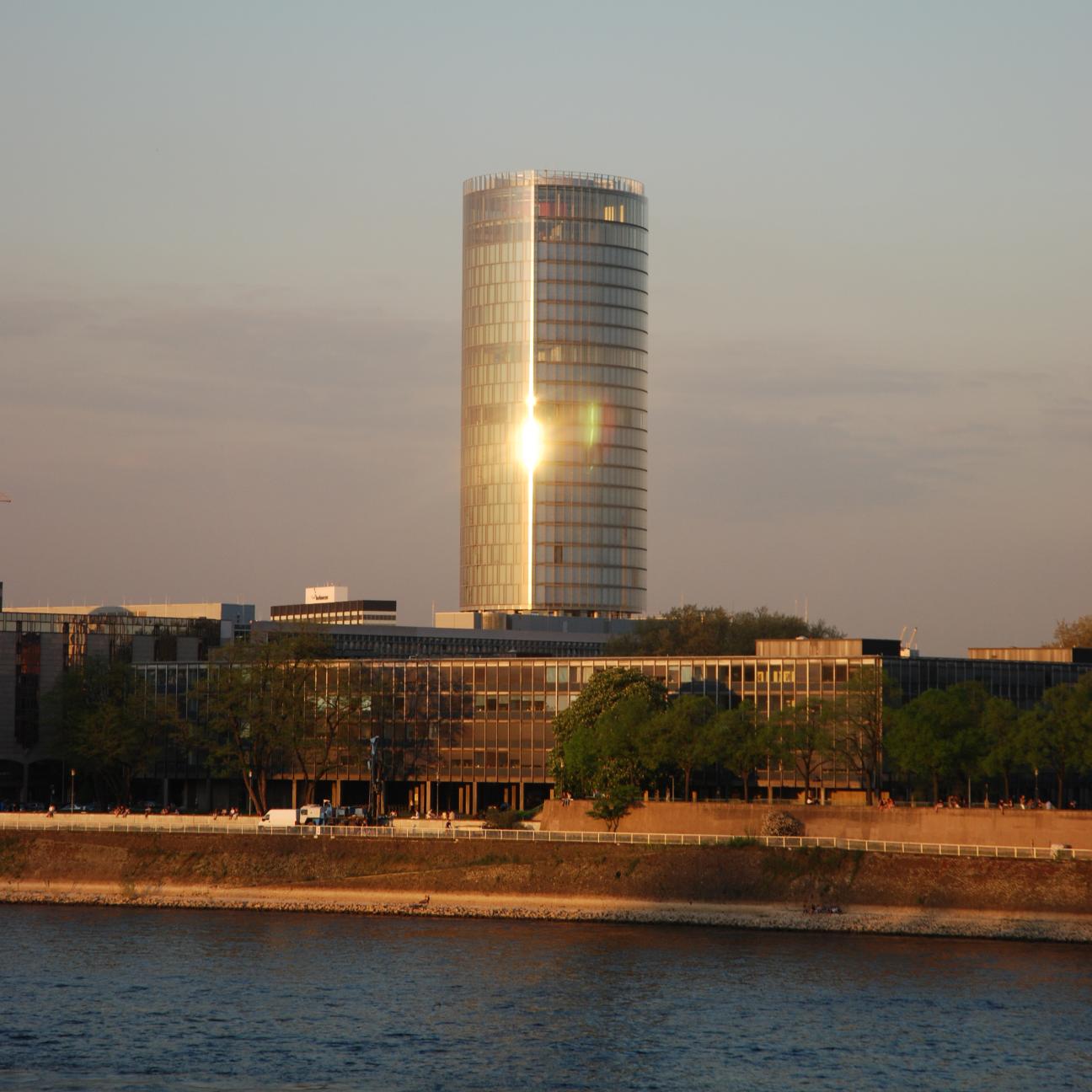 Kölntriangle bei Sonnenuntergang