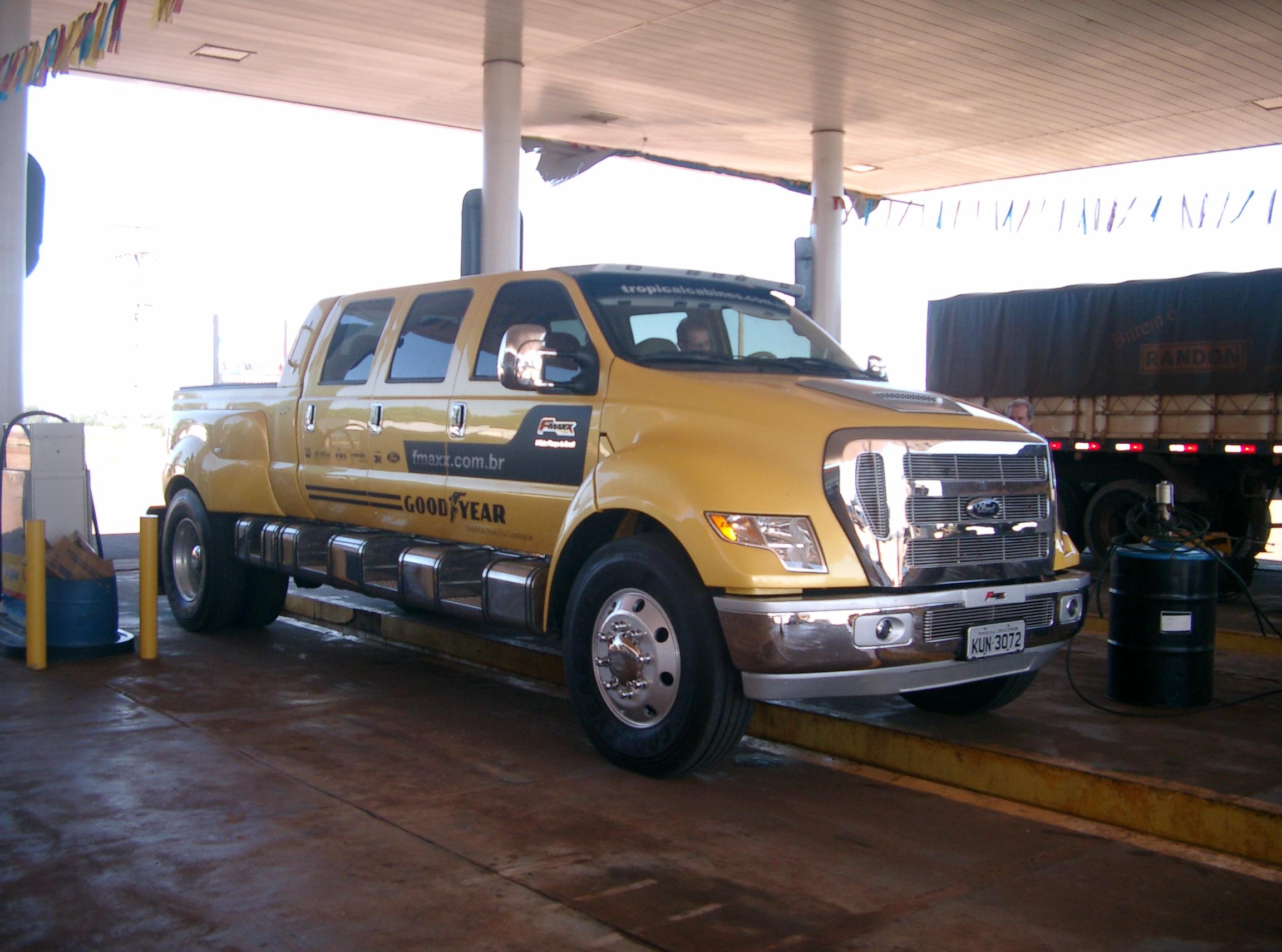 Filella camioneta mas grande ford 12000 panoramio jpg