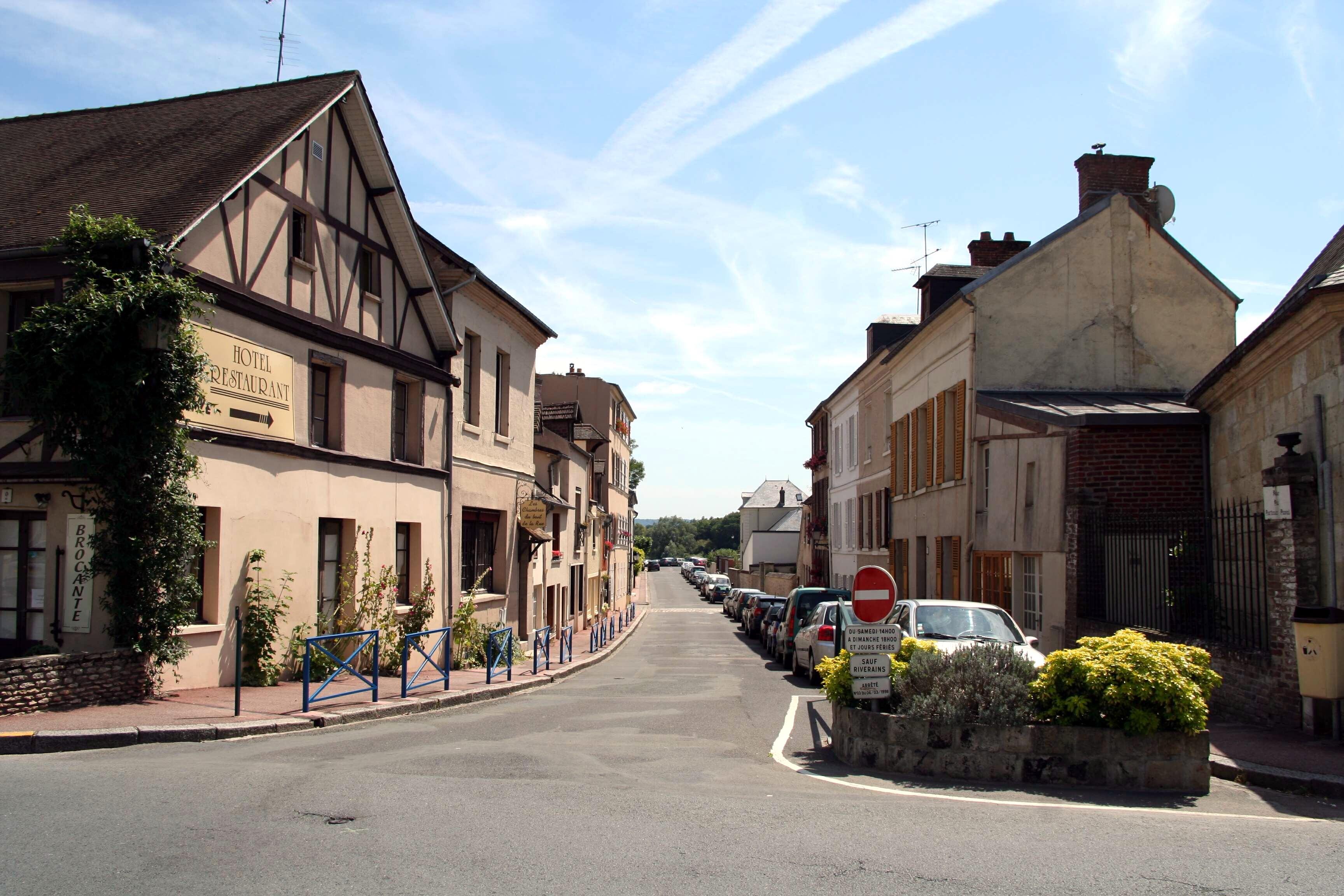 Restaurant La Petite Fontaine Place De La R Ef Bf Bdpublique Collobri Ef Bf Bdres Perancis