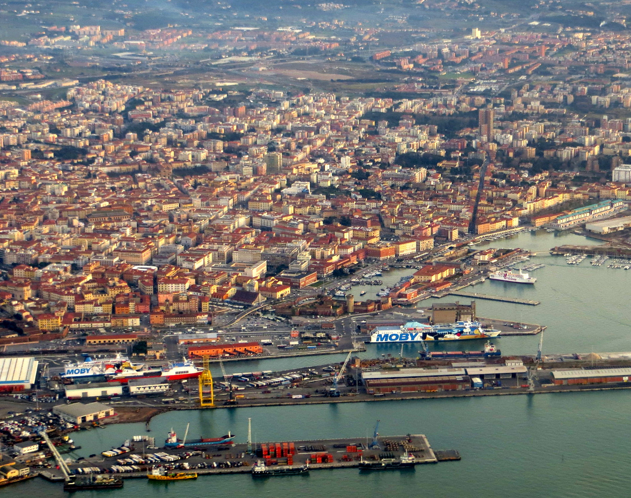 File:Livorno dall'aereo 1.JPG - Wikimedia Commons
