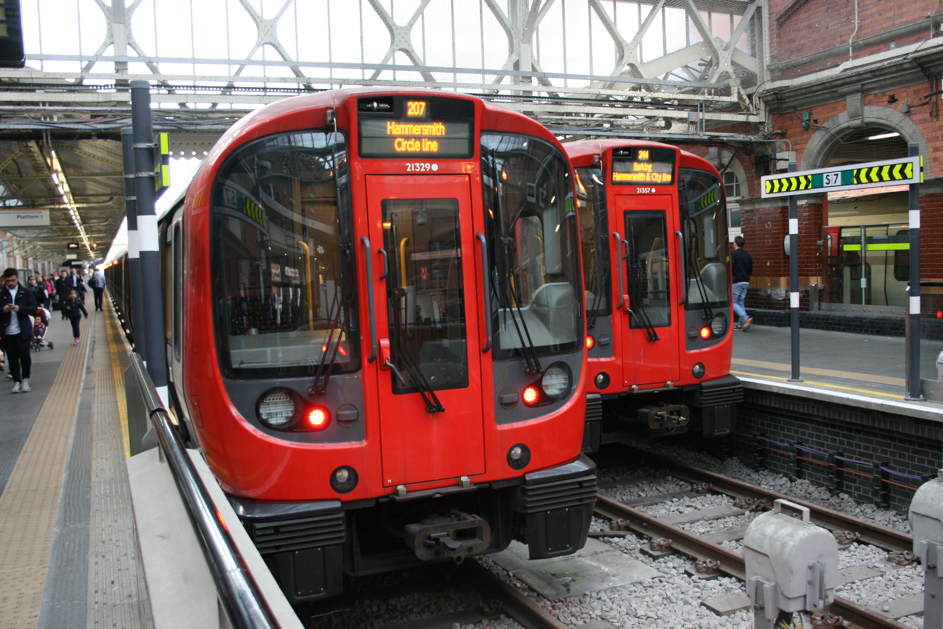 London_Underground_S7_Stock_21329_&_2135