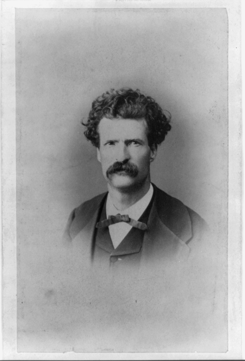 samule clemens Samuel clemens (mark twain) samuel clemens, better known by his pen name of mark twain, grew up in the mississippi river frontier town of hannibal, missouri.