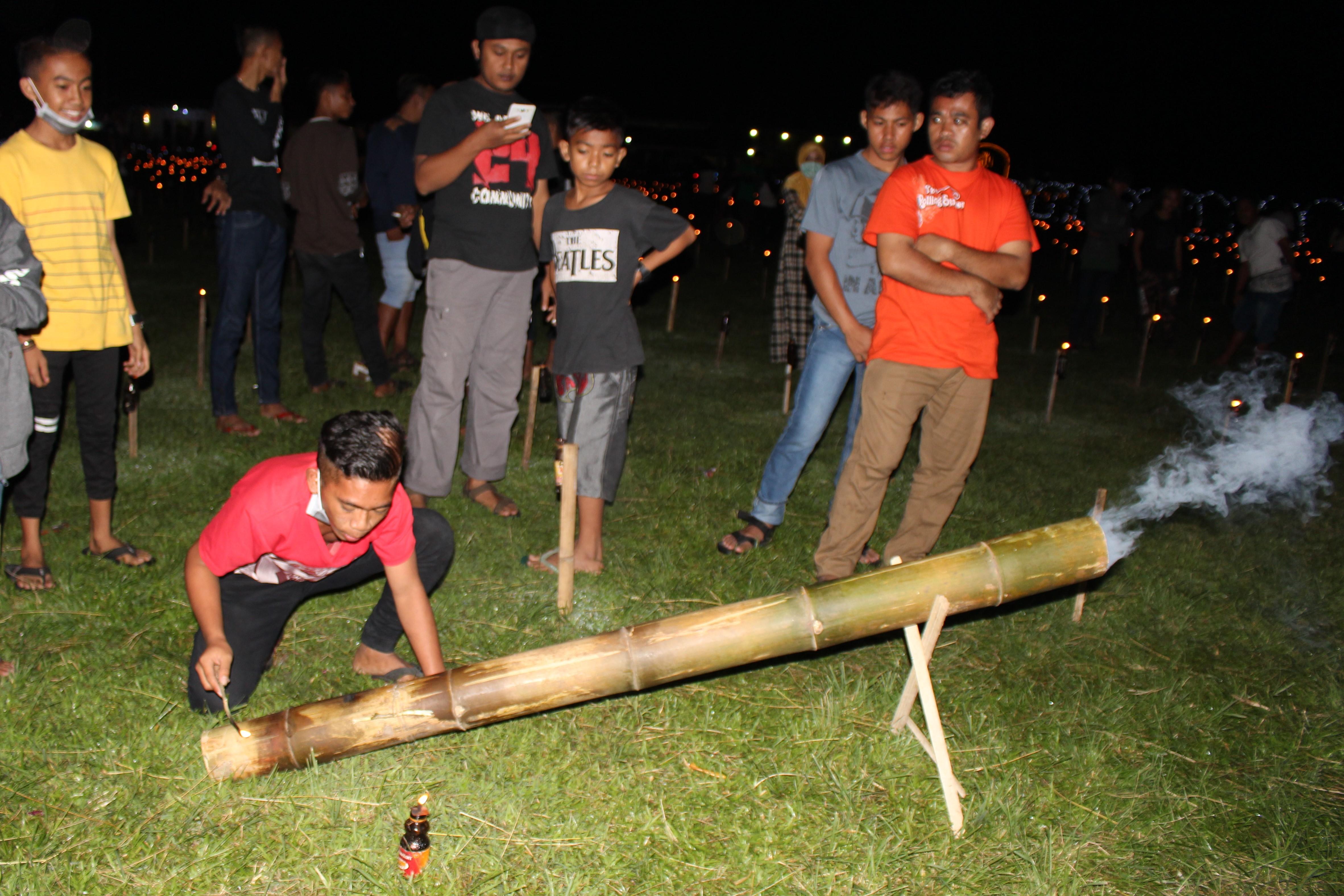 File:Meriam bambu.jpg