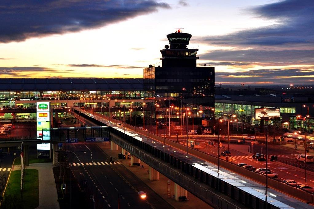 První autobusy s bezkontaktní platbou jezdí na letiště