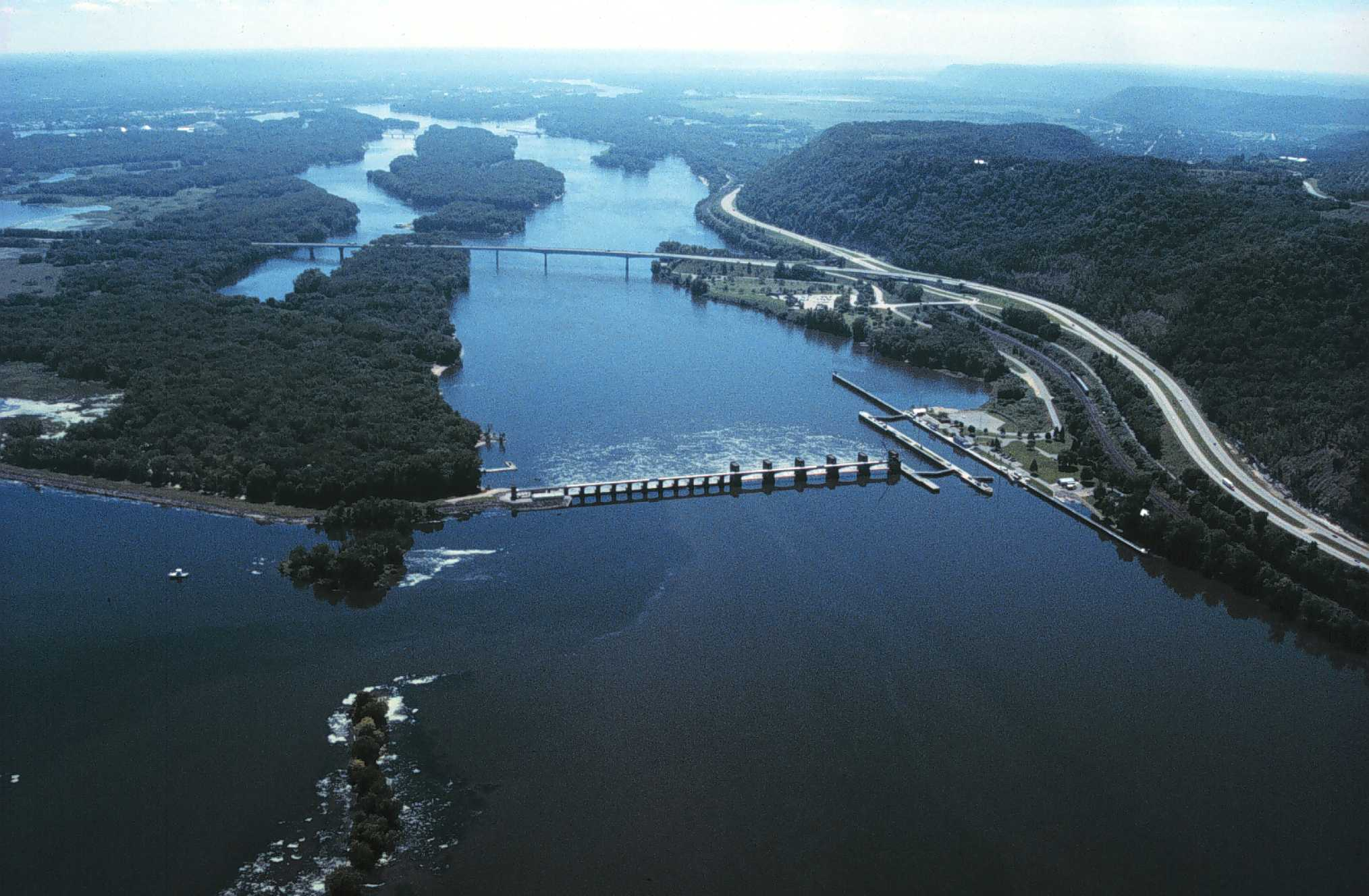 File:Mississippi River Lock and Dam number 7.jpg  Wikipedia, the free
