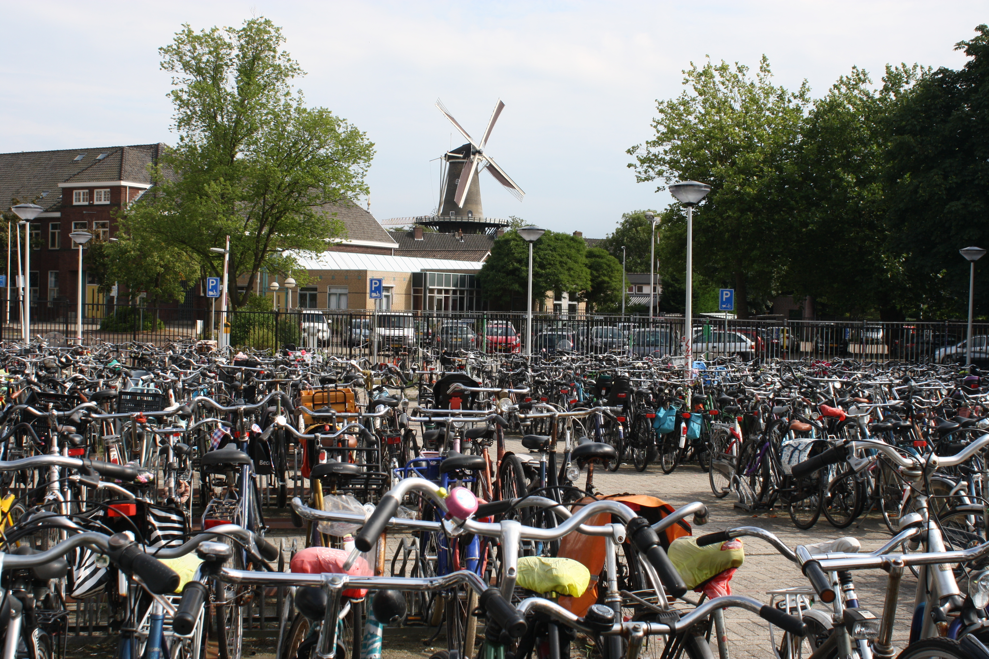 File:Molen De Valk (Leiden) with bikes.JPG - Wikimedia Commons