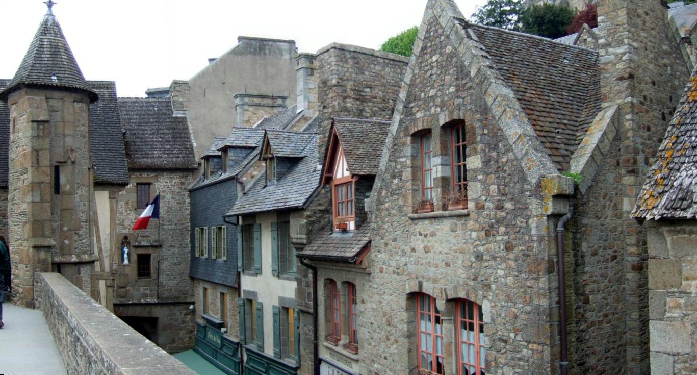 Mont saint michel island fortress in normandy for Le village du meuble bordeaux