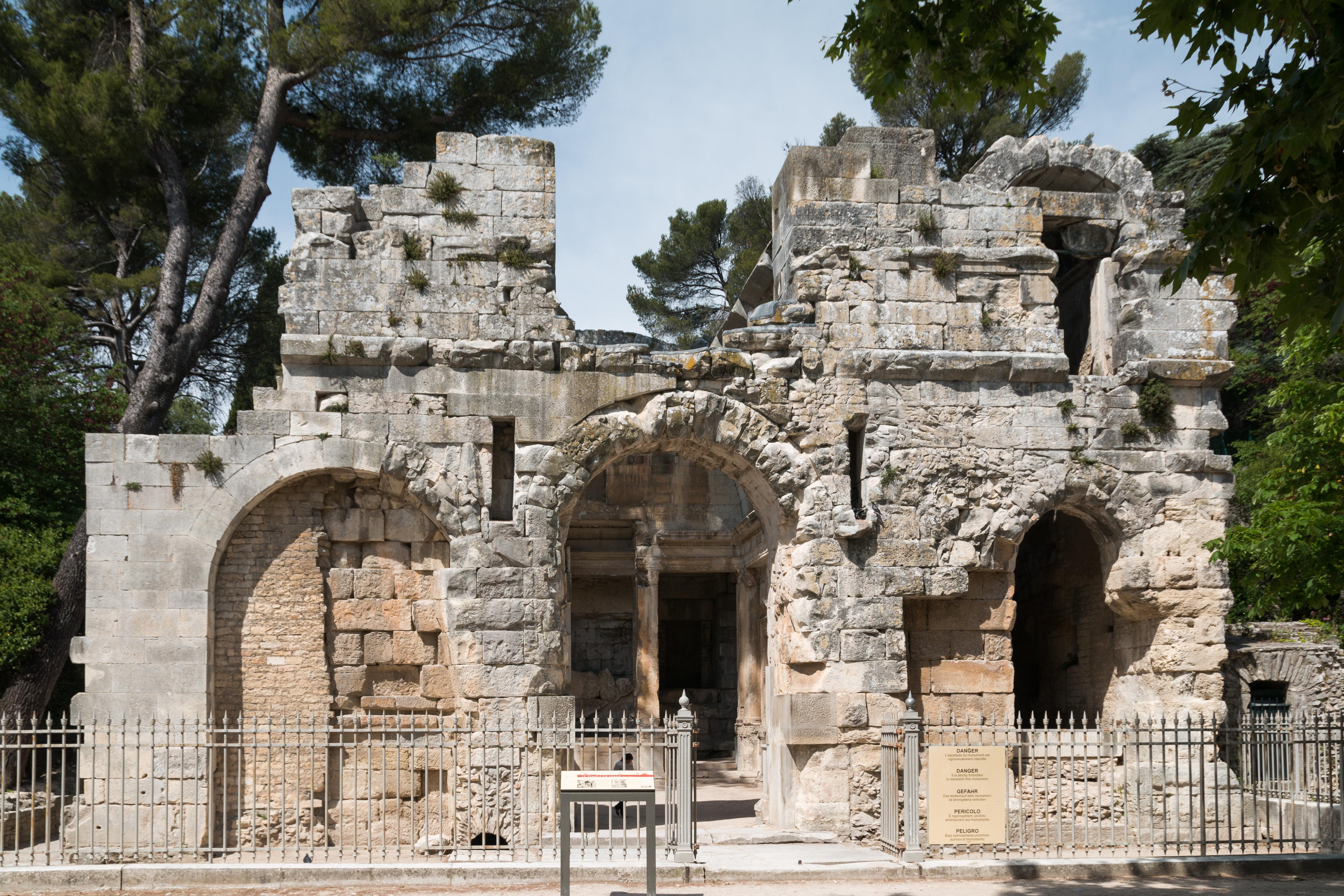 File n mes jardin de la fontaine temple de diane wikimedia commons - Jardin des fontaines nimes ...