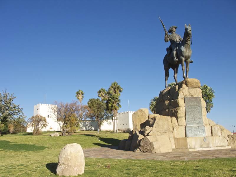 Namibia - Equestrian Statue 02.jpg