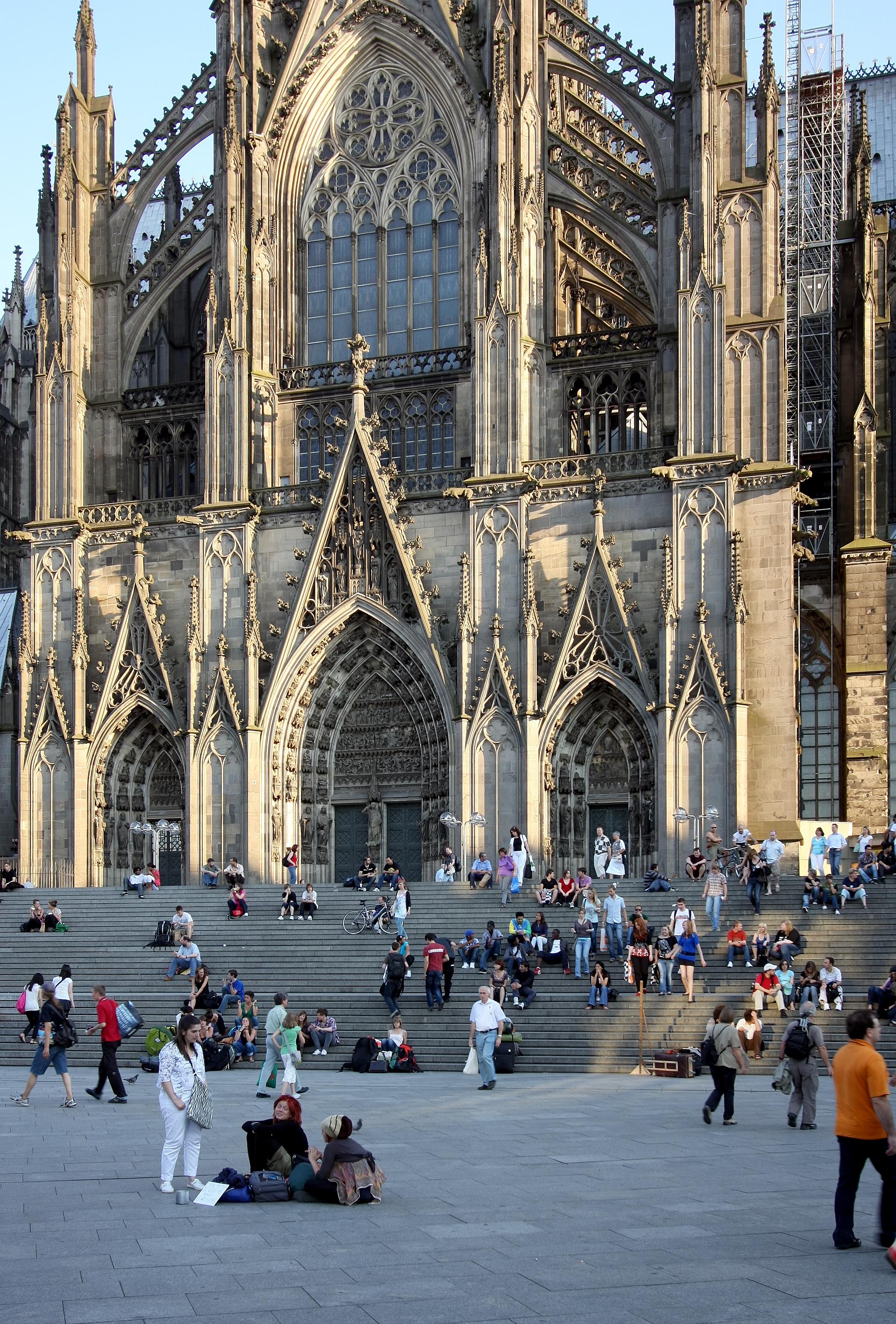 File Nordeingang Kolner Dom Mit Treppe Vom Bahnhofsvorplatz 3948 Jpg Wikimedia Commons