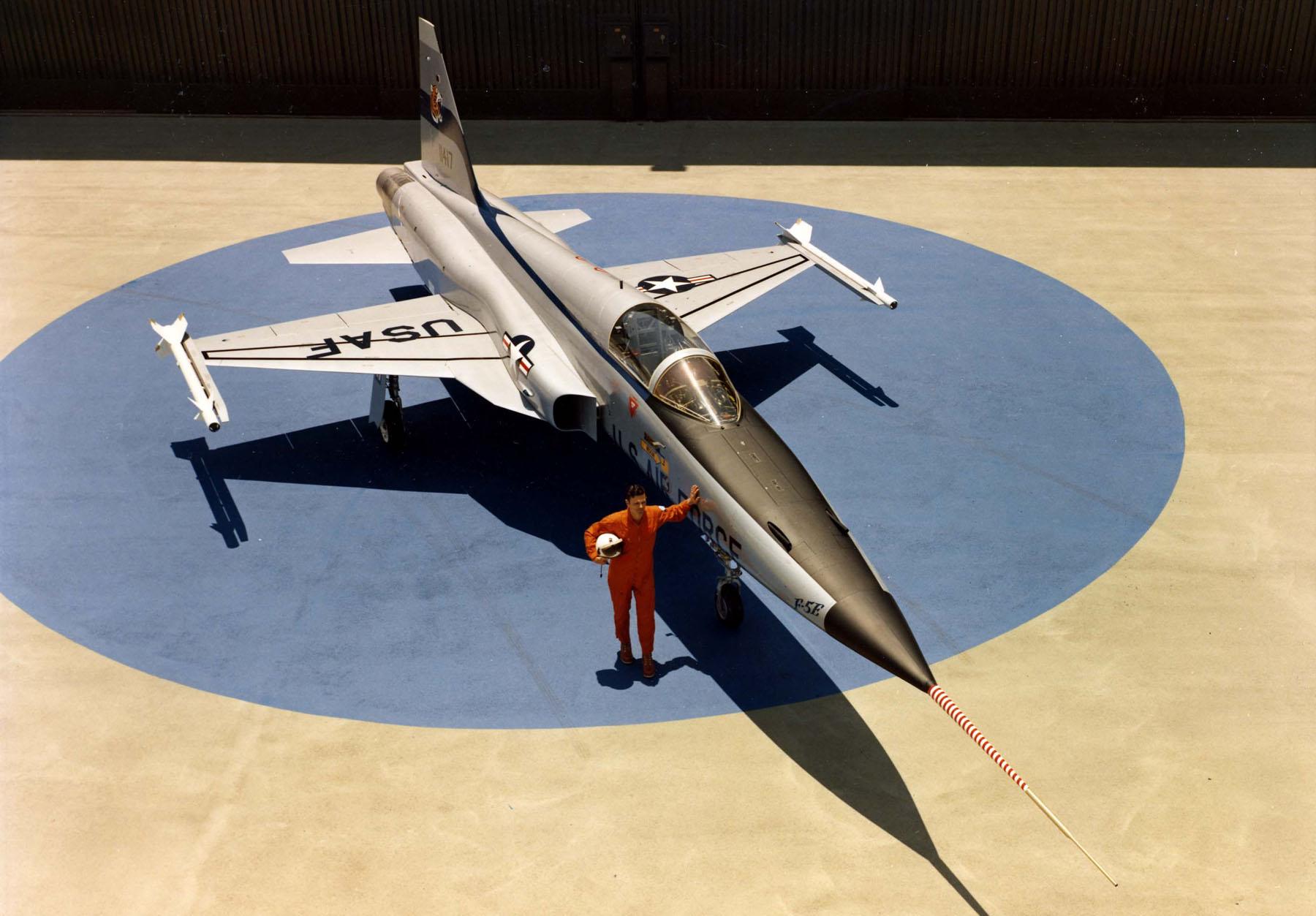 https://upload.wikimedia.org/wikipedia/commons/5/5f/Northrop_F-5E_(Tail_No._11417)_061006-F-1234S-067.jpg