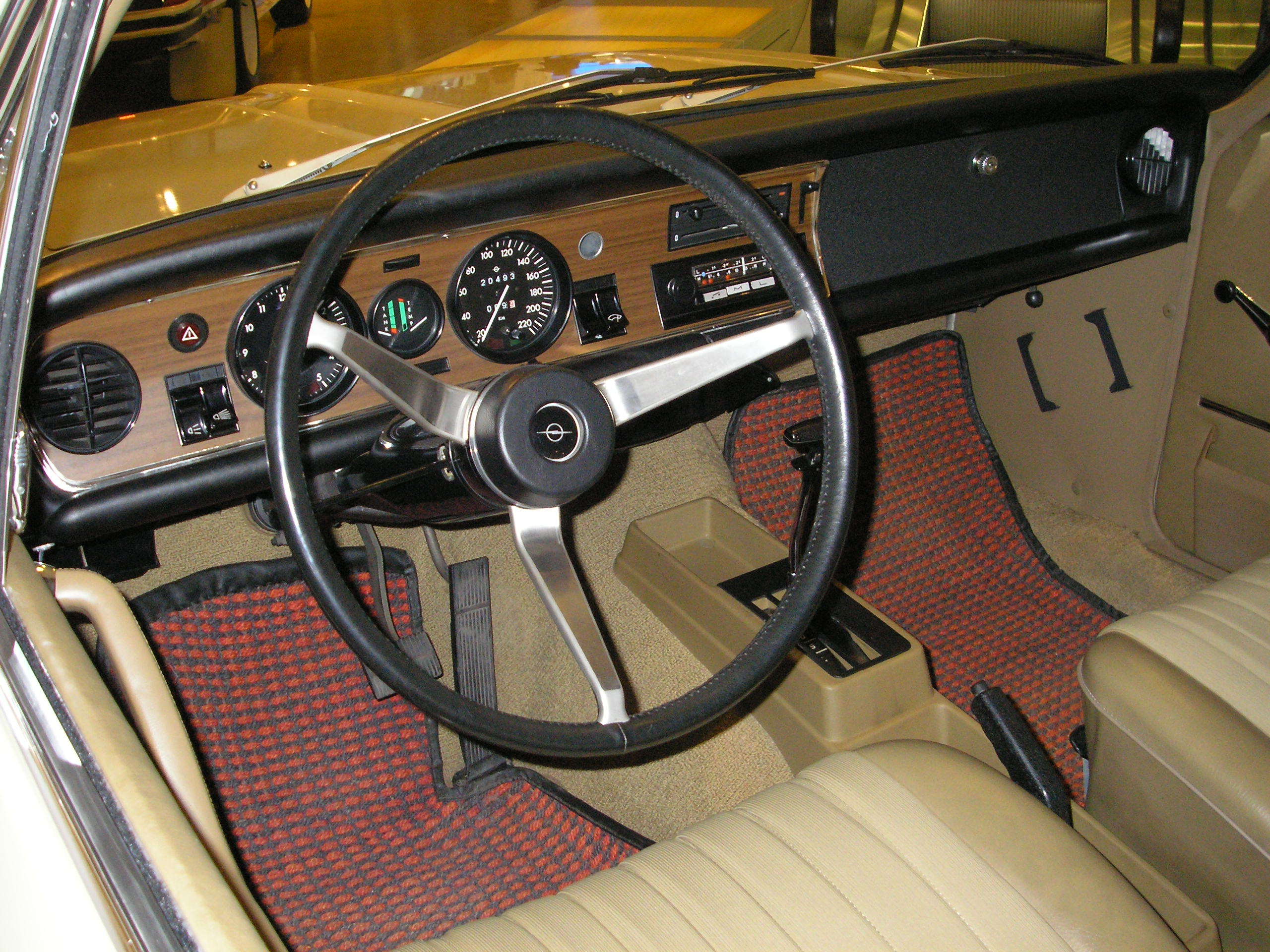 File opel commodore interior jpg wikimedia commons for Interieur 1970