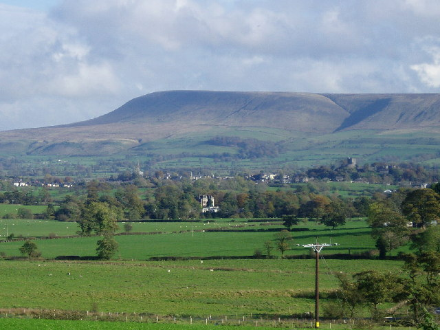 Pendle Hill and the Ribble Valley - geograph.org.uk - 72304