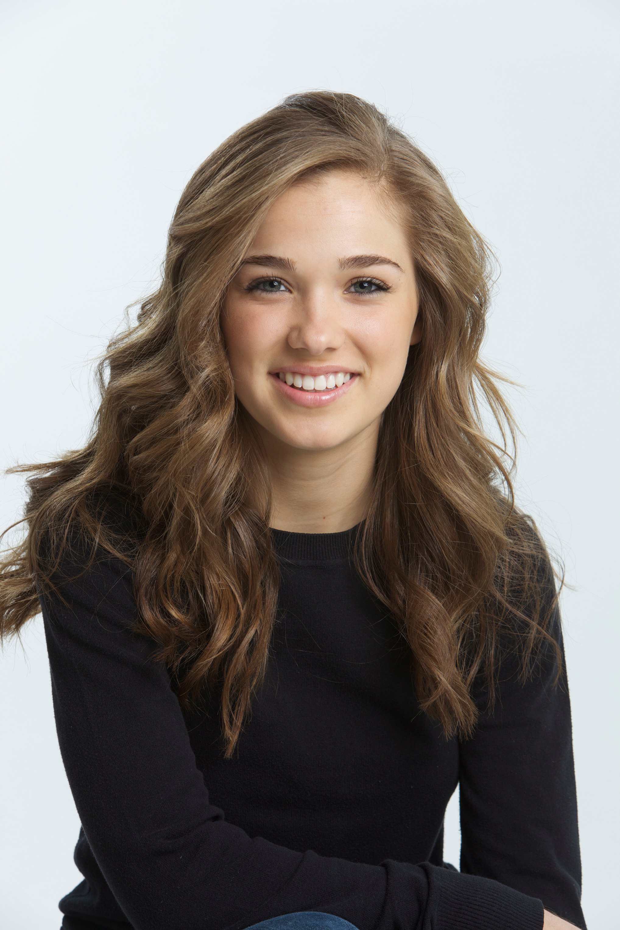 The 23-year old daughter of father Forrest L. Richardson and mother Valerie Richardson Haley Lu Richardson in 2018 photo. Haley Lu Richardson earned a  million dollar salary - leaving the net worth at 0.3 million in 2018