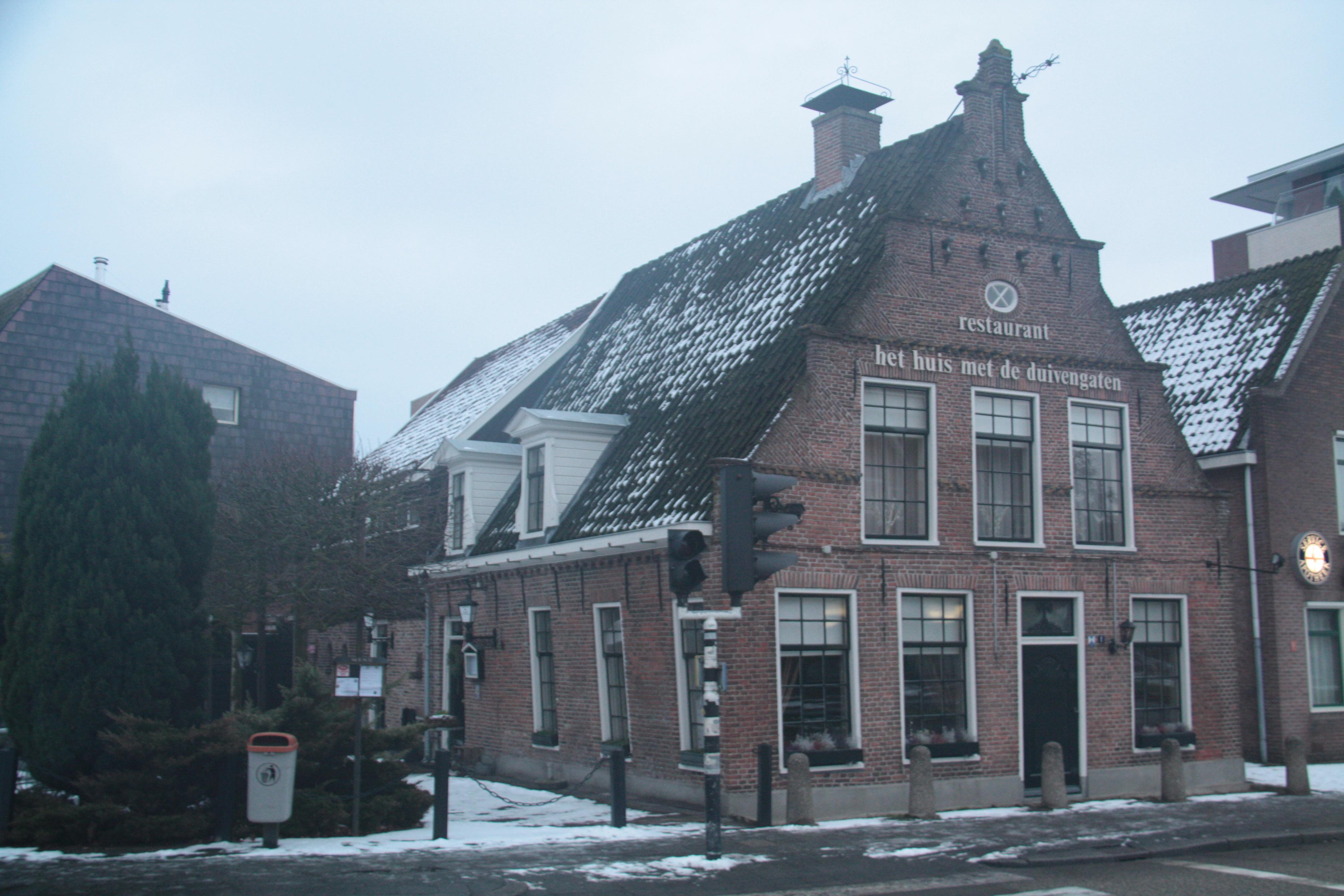 Huis met duivengaten in hoogeveen monument - Foto van eigentijds huis ...