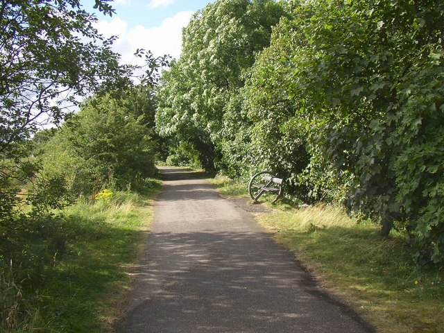 Spen Valley Greenway, Cleckheaton - geograph.org.uk - 525925