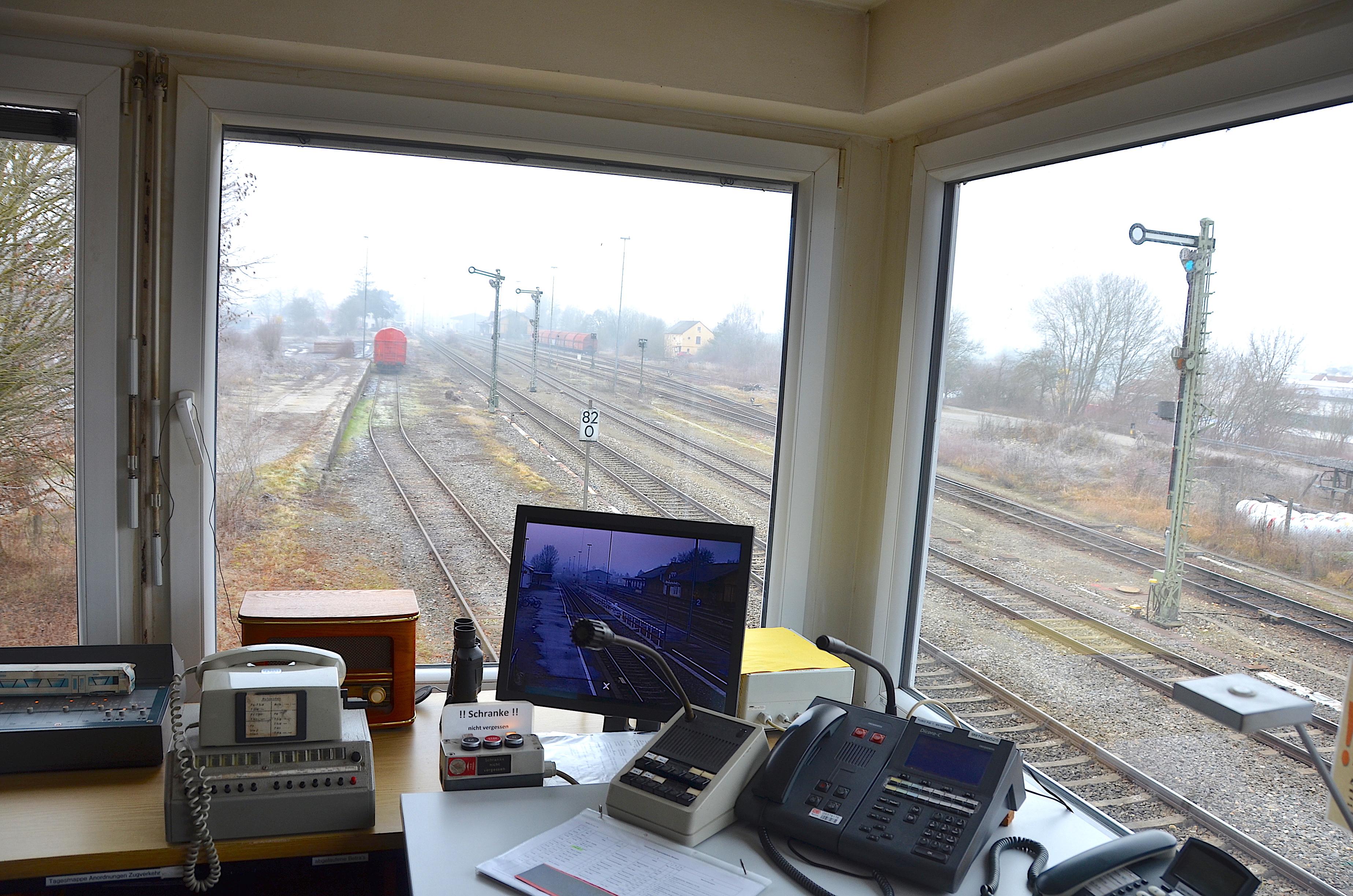 File:Stellwerk Mengen Bahnhof.jpg