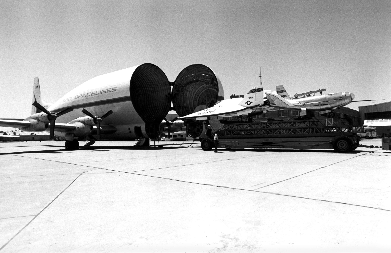 File:Super Guppy NASA loading.jpg - Wikimedia Commons