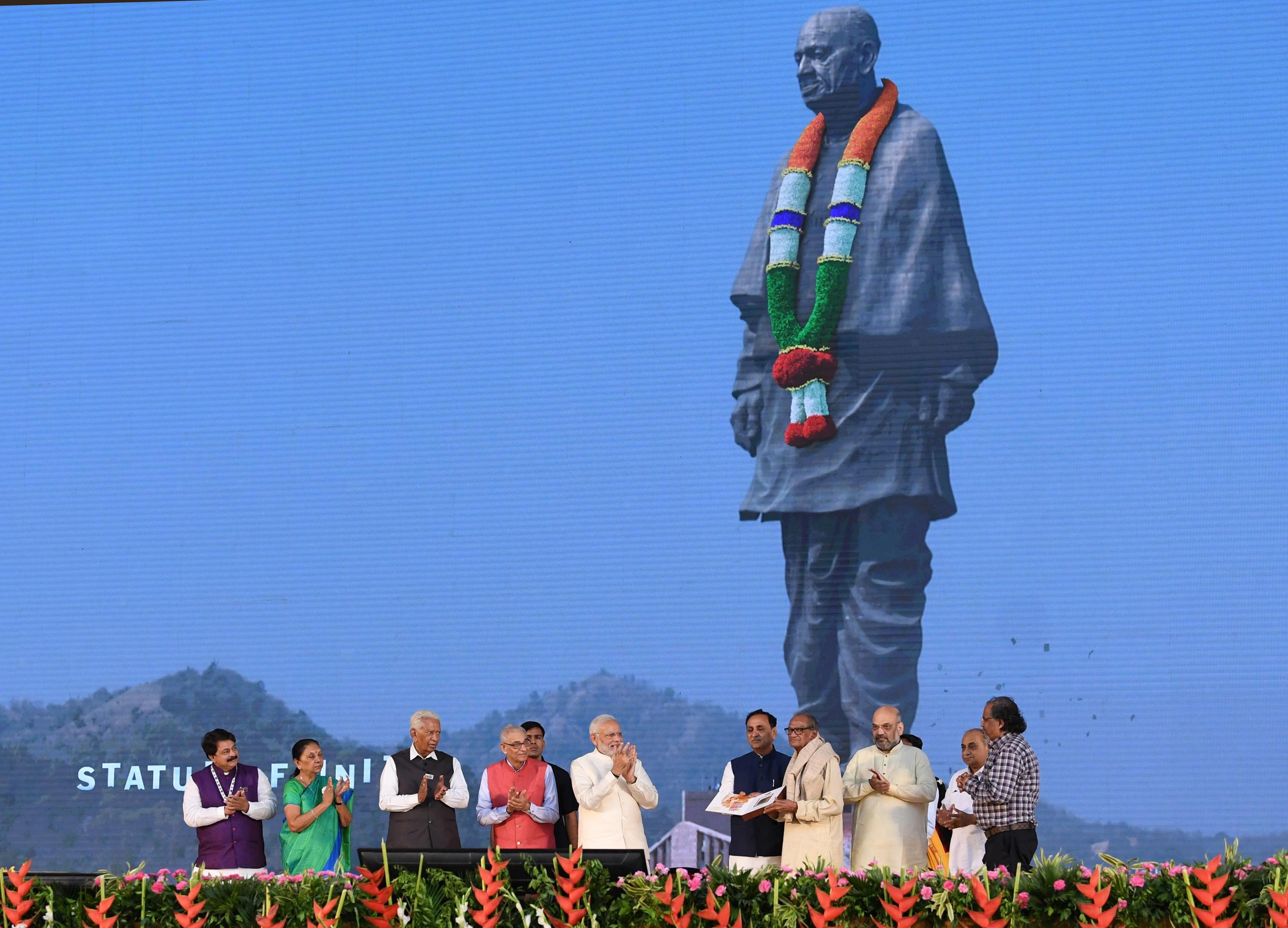 File:The Prime Minister, Shri Narendra Modi at the dedication of the  'Statue of Unity' to the Nation, on the occasion of the Rashtriya Ekta  Diwas, at Kevadiya, in Narmada District of Gujarat