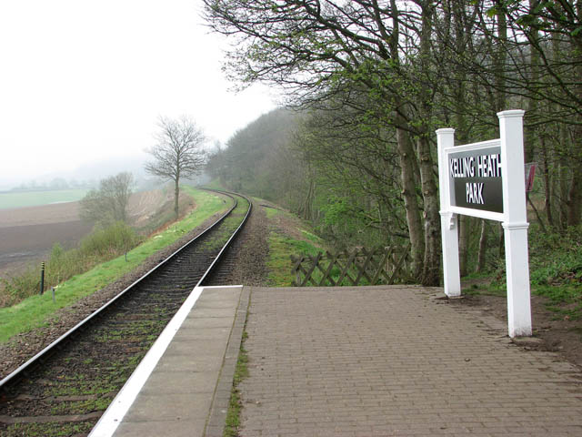 This way to Weybourne Station - geograph.org.uk - 1249651