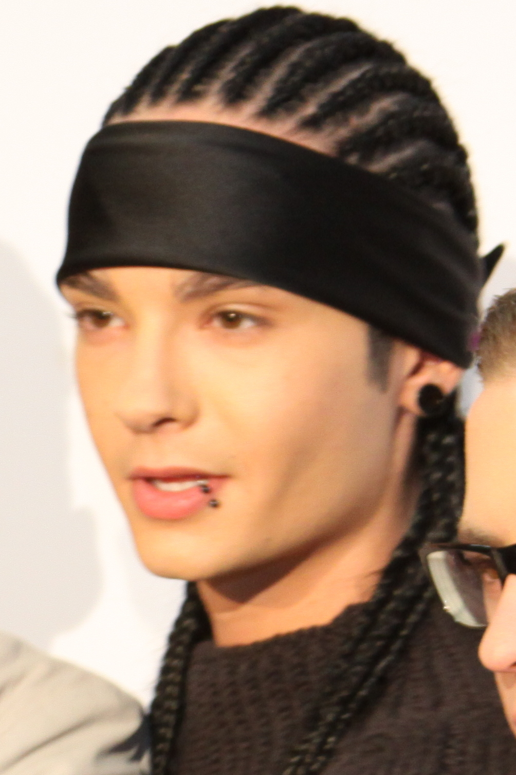 The 28-year old son of father Jörg and mother Simone Tom Kaulitz in 2018 photo. Tom Kaulitz earned a  million dollar salary - leaving the net worth at 28 million in 2018