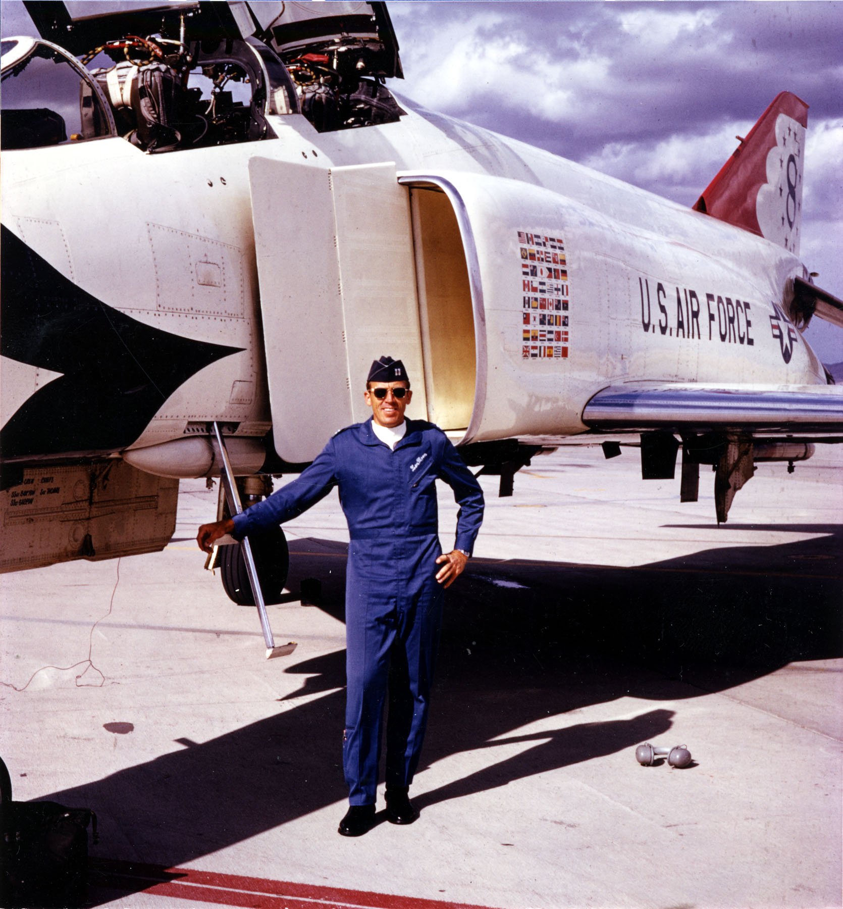File Usaf Thunderbirds Pilot With F 4e In 1973 Jpg