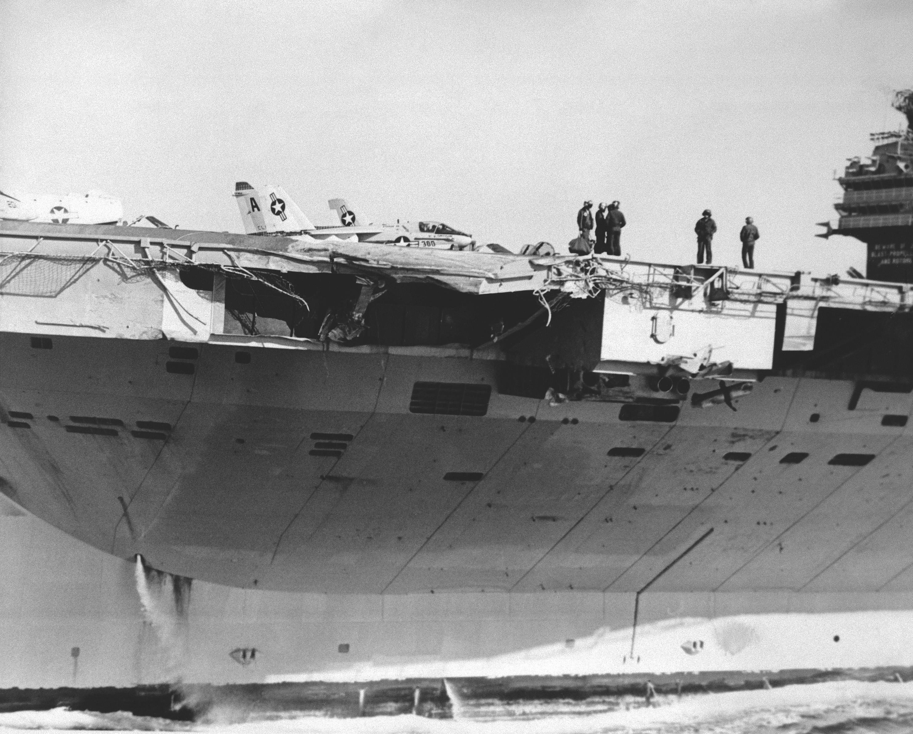 USS_John_F._Kennedy_(CV-67),_collision_damage,_1975.jpg