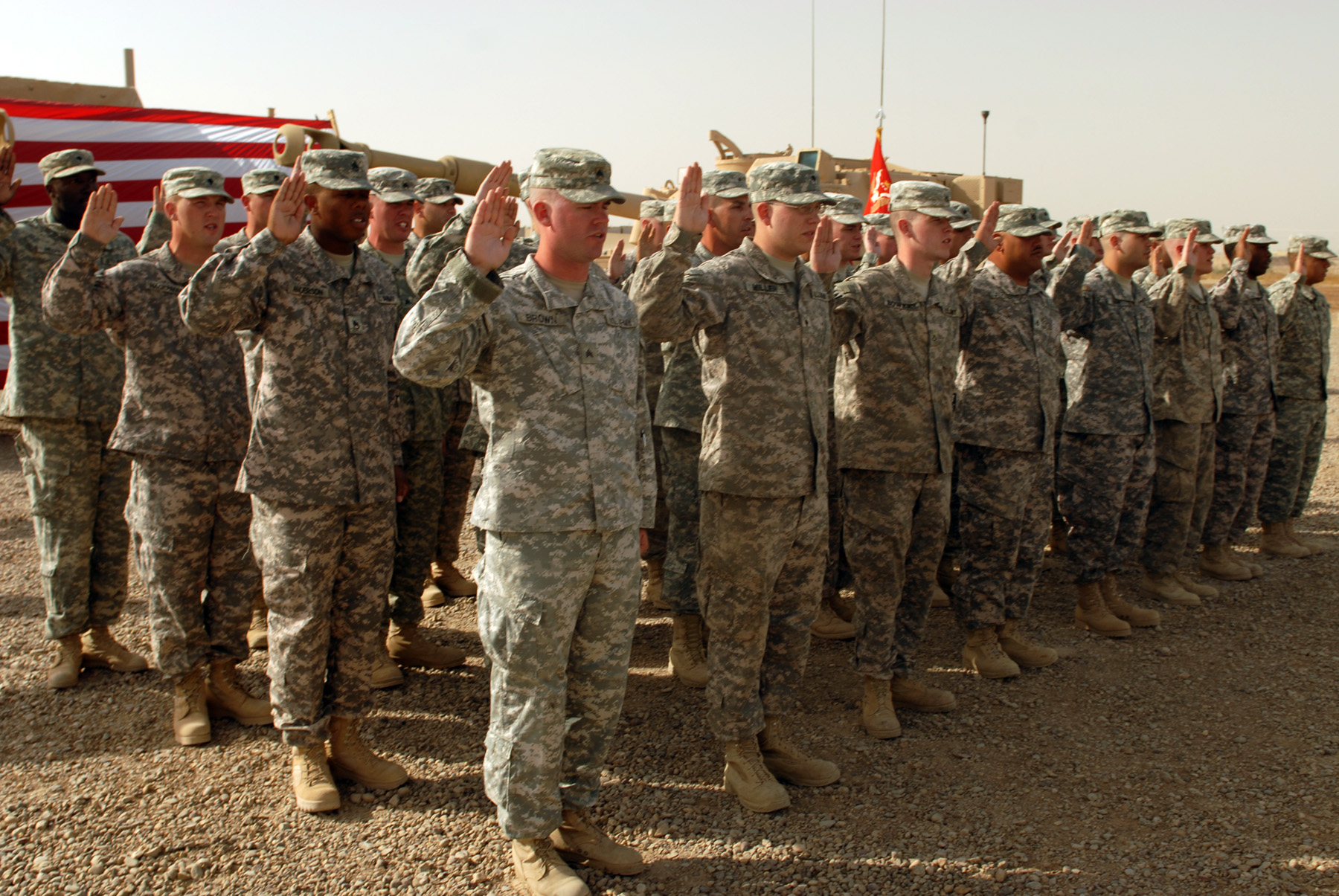 http://upload.wikimedia.org/wikipedia/commons/5/5f/US_Army_52421_CAMP_TAJI,_Iraq_-_Forty-one_Soldiers_of_the_1st_Battalion,_82nd_Field_Artillery_Regiment,_1st_Brigade_Combat_Team,_1st_Cavalry_Division,_raise_their_right_hands_during_a_re-enlistment_ceremony_held_at.jpg